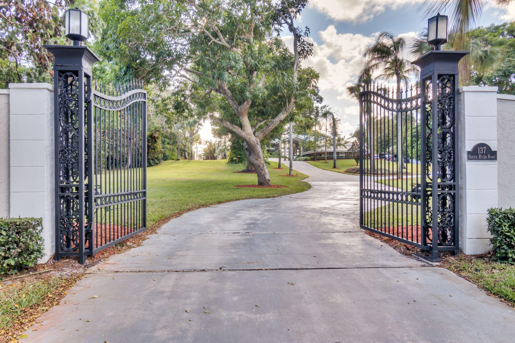 Maison unifamiliale pour l Vente à 137 S River Road 137 SRiver Road, Sewalls Point, Florida, 34996 États-Unis