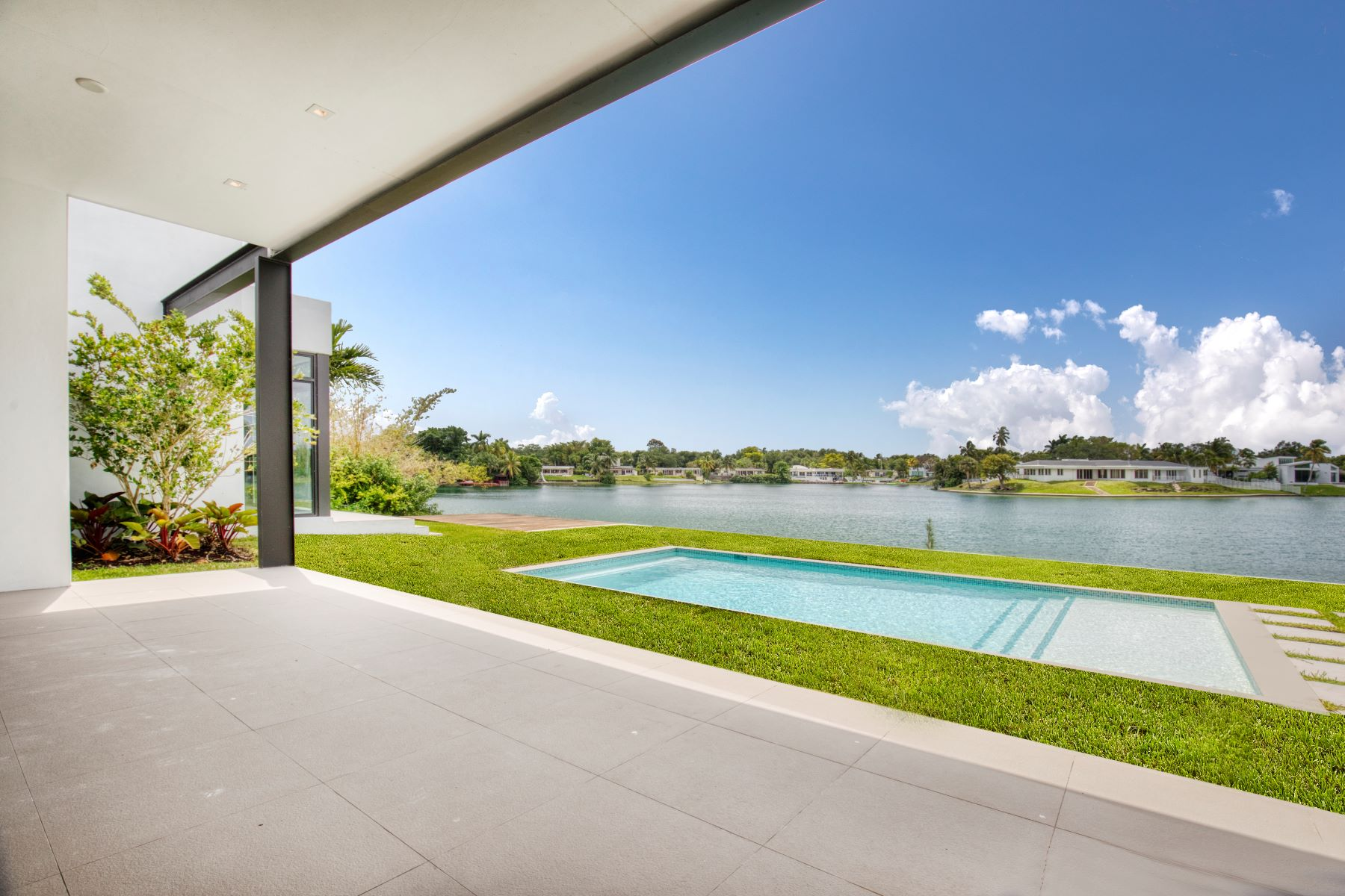 Single Family Homes for Active at 19430 Ne 22nd Rd North Miami Beach, Florida 33179 United States