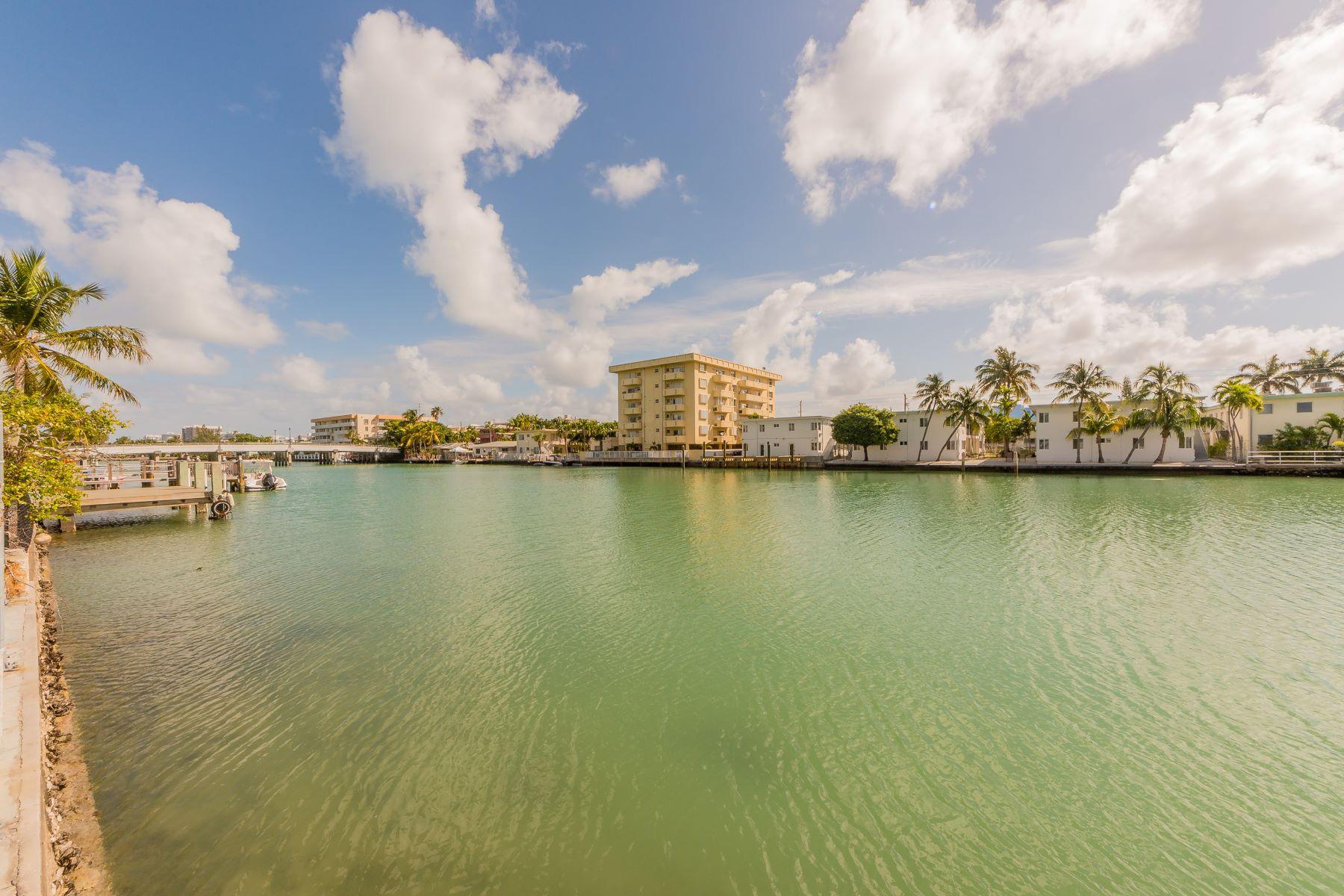 Частный односемейный дом для того Продажа на 8305 Crespi Blvd 8305 Crespi Blvd 4D, Miami Beach, Флорида, 33141 Соединенные Штаты