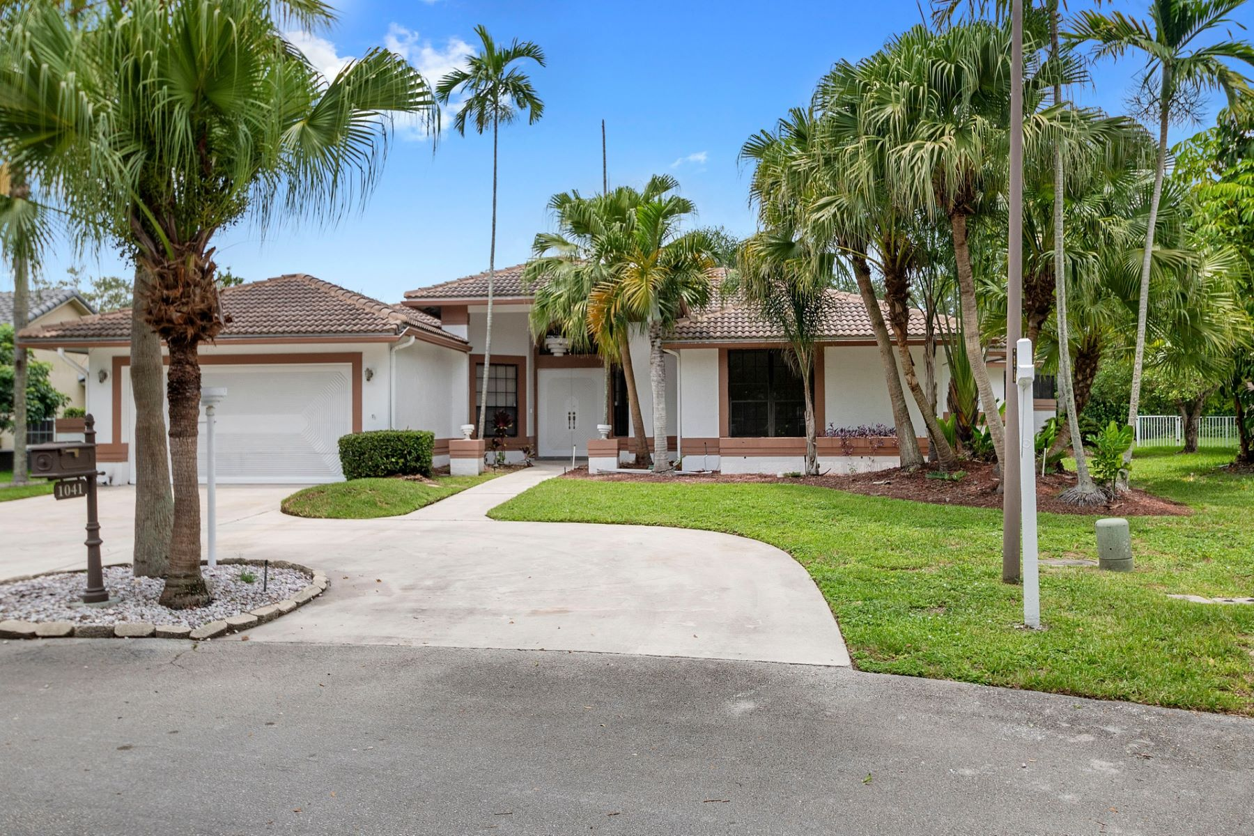 Single Family Homes for Active at 1041 Nw 93rd Ter Plantation, Florida 33322 United States