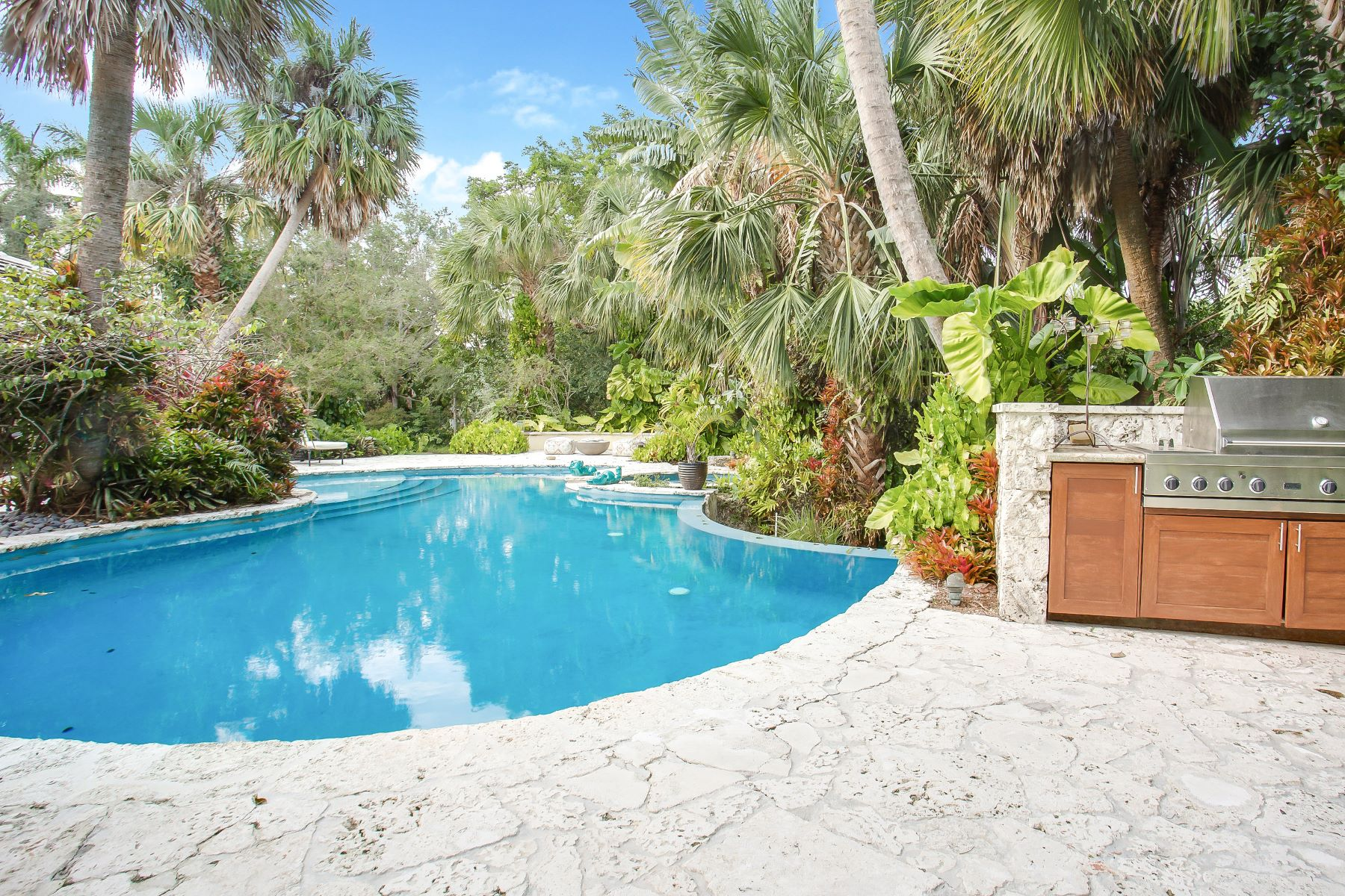Single Family Home for Sale at 301 Los Pinos Pl Coral Gables, Florida, 33143 United States
