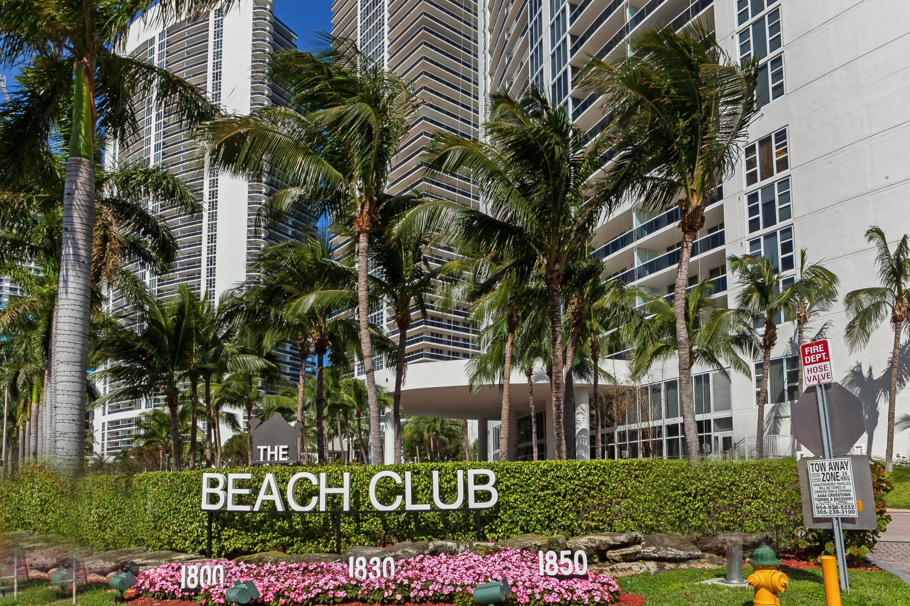 Copropriété pour l Vente à 1800 S Ocean Dr #1002 1800 S Ocean Dr 1002 Hallandale, Florida, 33009 États-Unis