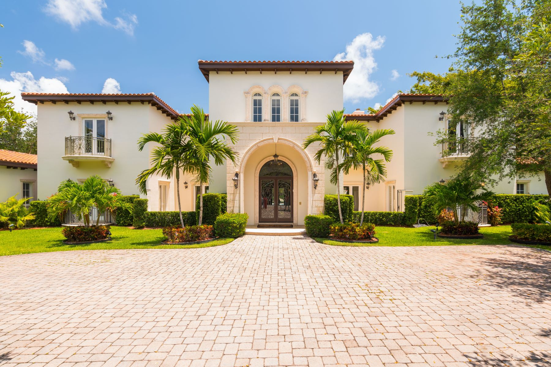 single family homes for Active at 5825 Sw 128th St Pinecrest, Florida 33156 United States