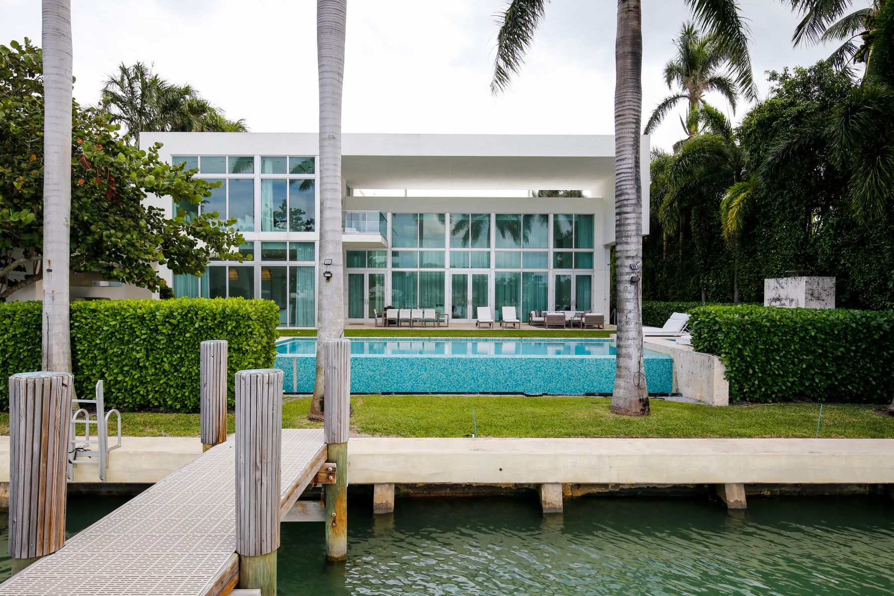 Single Family Home for Sale at 6396 N Bay Rd Miami Beach, Florida, 33141 United States