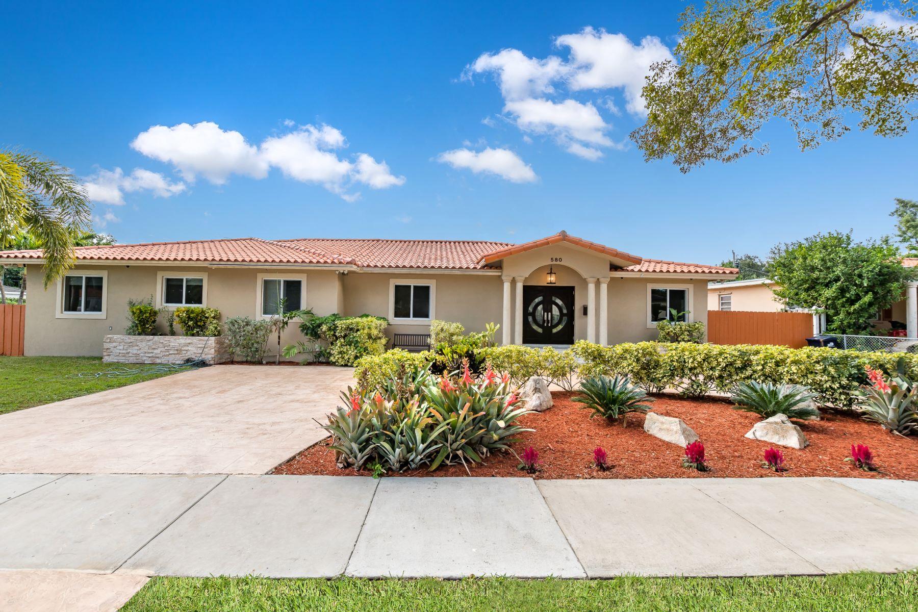Single Family Homes für Verkauf beim Miami Springs, Florida 33166 Vereinigte Staaten