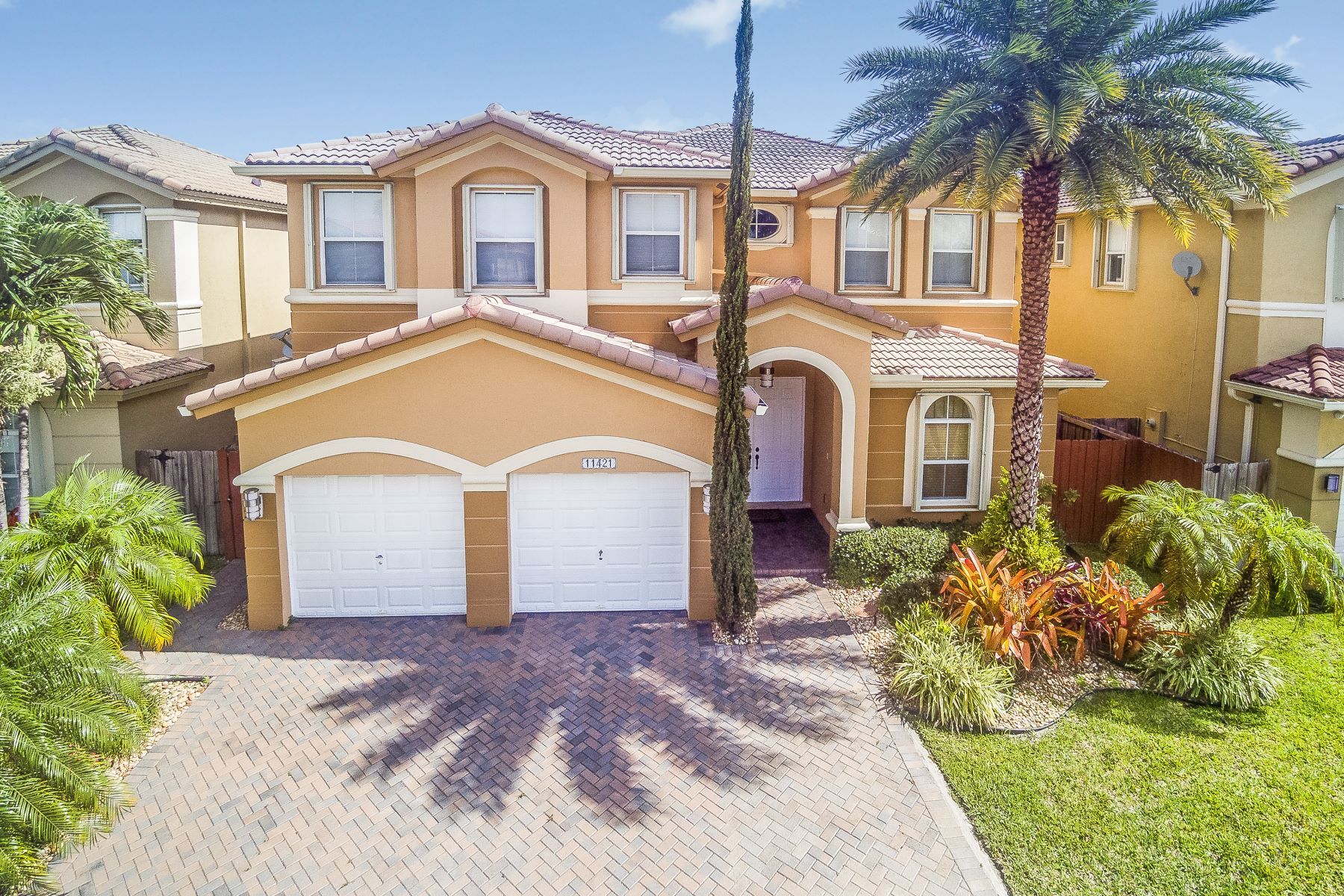 Single Family Home for Sale at 11421 Nw 82nd Ter Doral, Florida 33178 United States