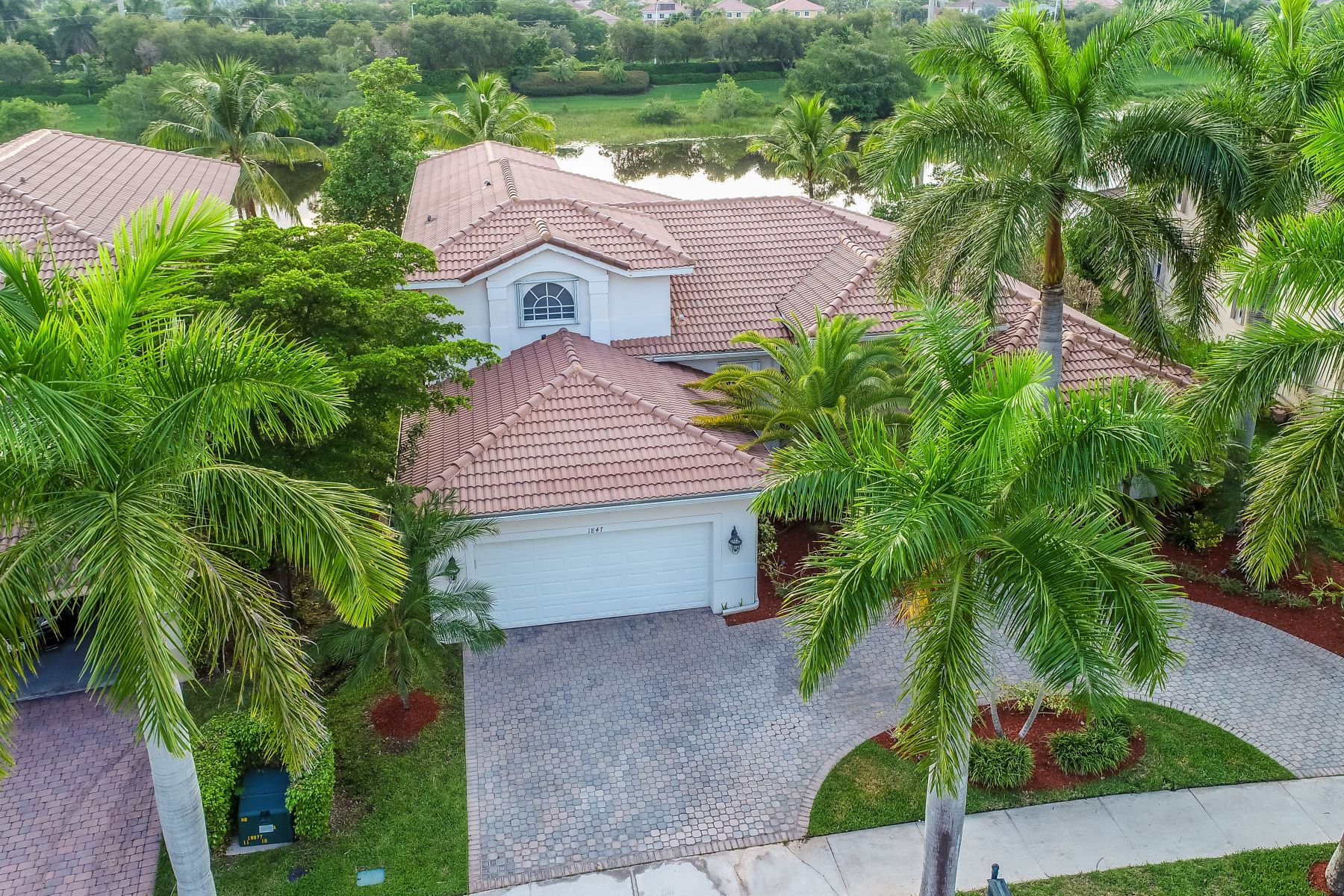 Single Family Homes for Active at 1847 Harbor Pointe Cir Weston, Florida 33327 United States
