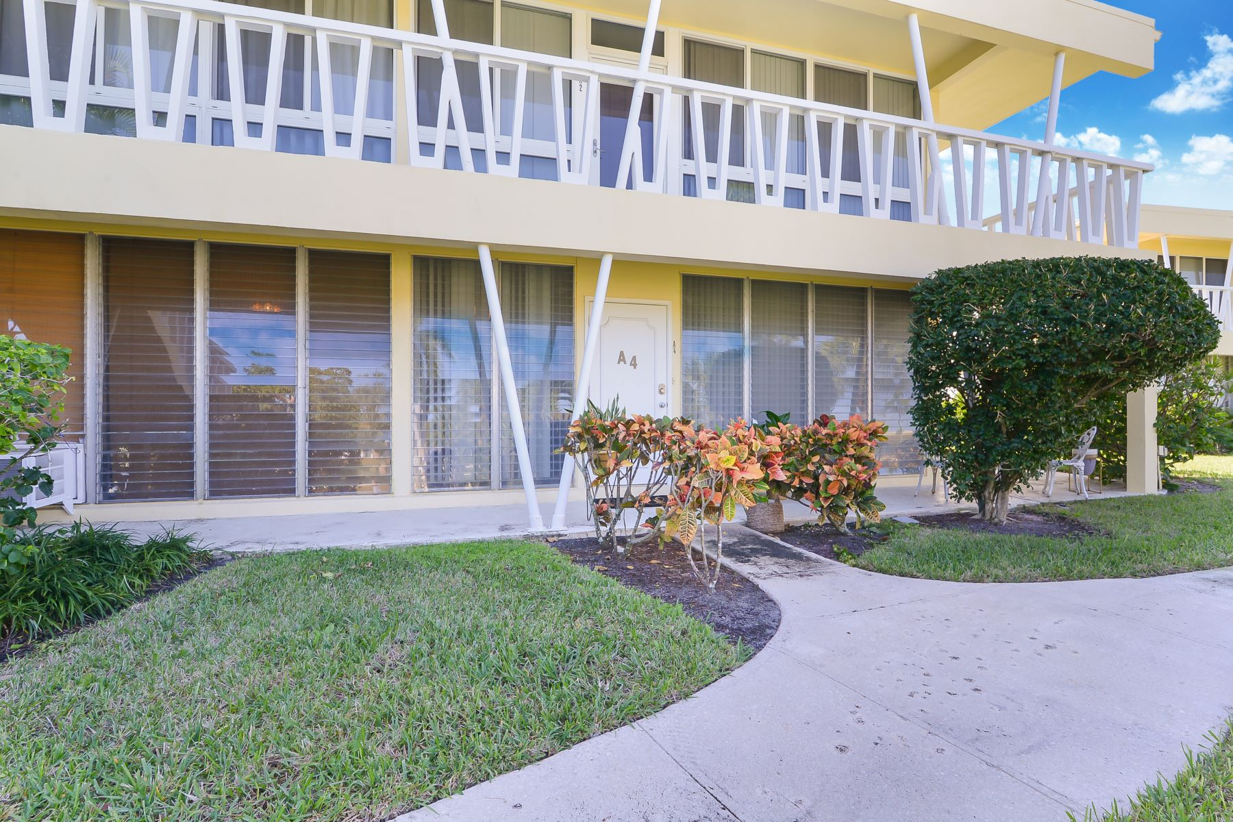 Condominiums for Sale at 2755 Ne 28th Ave A-4 Lighthouse Point, Florida 33064 United States
