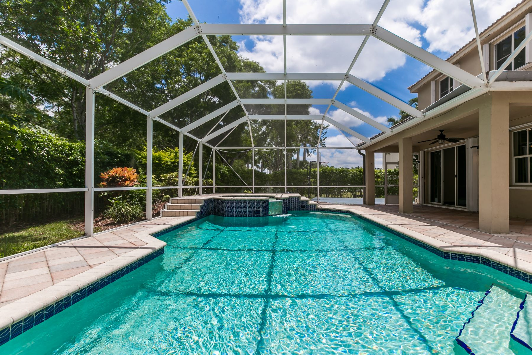 single family homes for Active at 4094 Cinnamon Way Weston, Florida 33331 United States