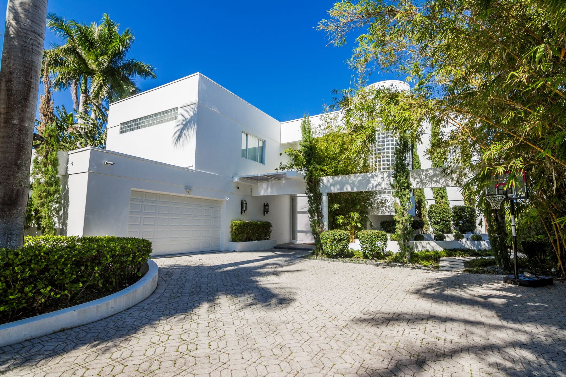 single family homes for Active at 934 S Southlake Dr Hollywood, Florida 33019 United States