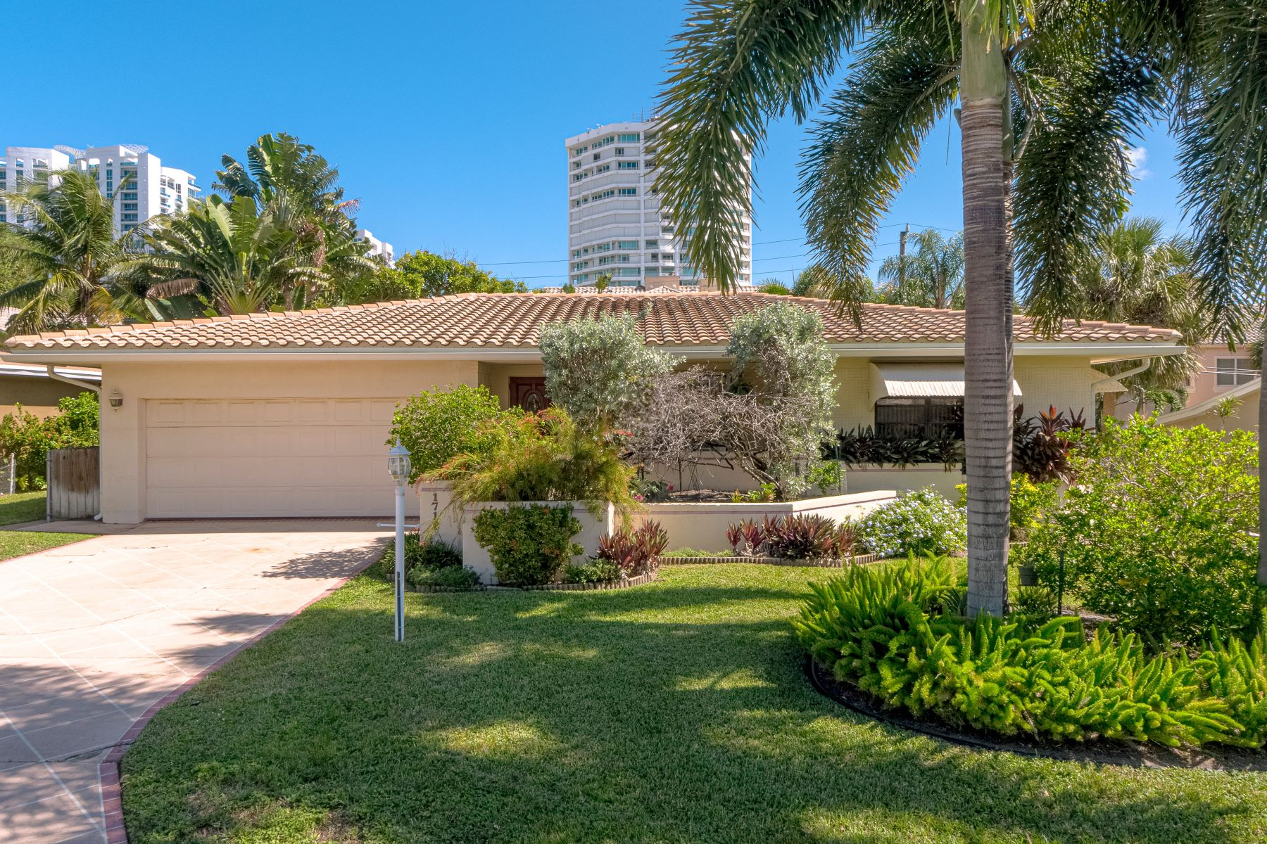 Single Family Homes for Sale at 1712 Bel Air Ave Lauderdale By The Sea, Florida 33062 United States