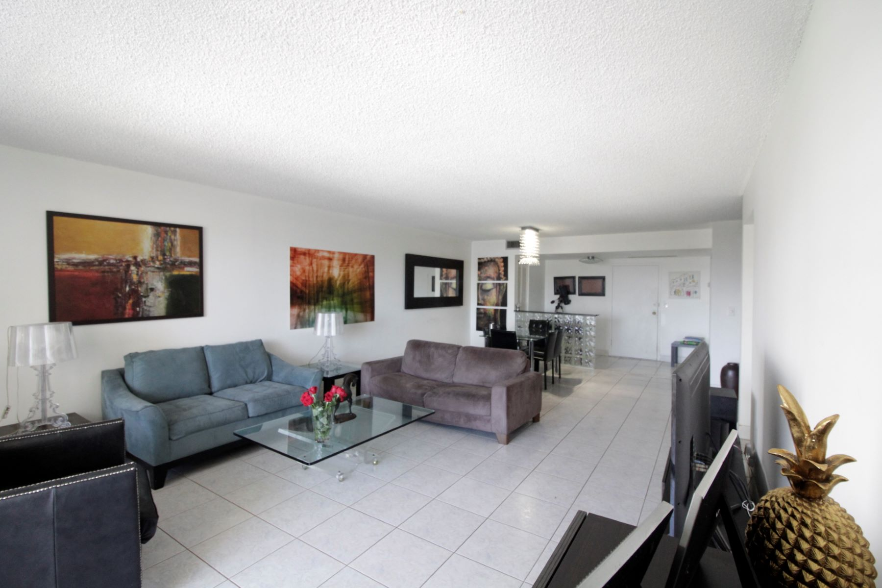 Condominiums for Sale at 2500 Parkview Dr 915, Hallandale, Florida 33009 United States
