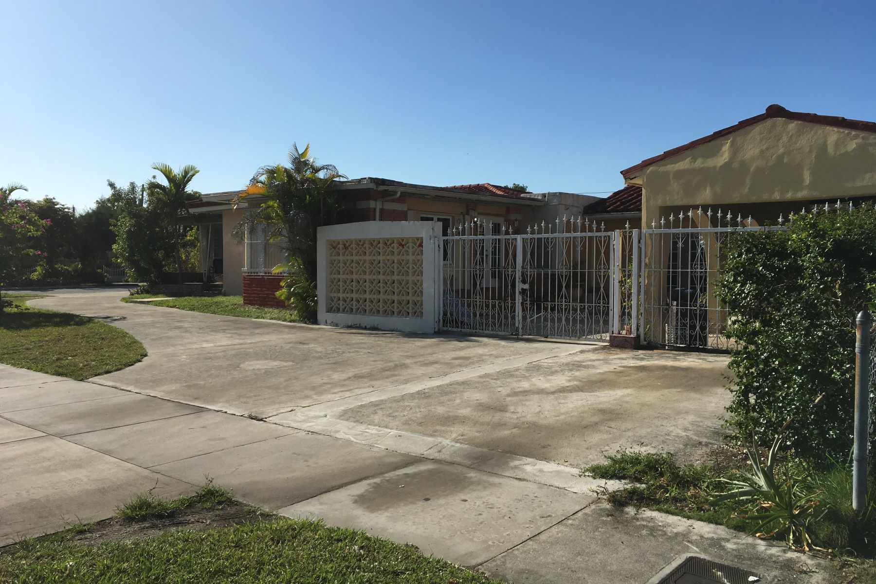 Single Family Home for Sale at 900 Sw 24th Rd Miami, Florida, 33129 United States