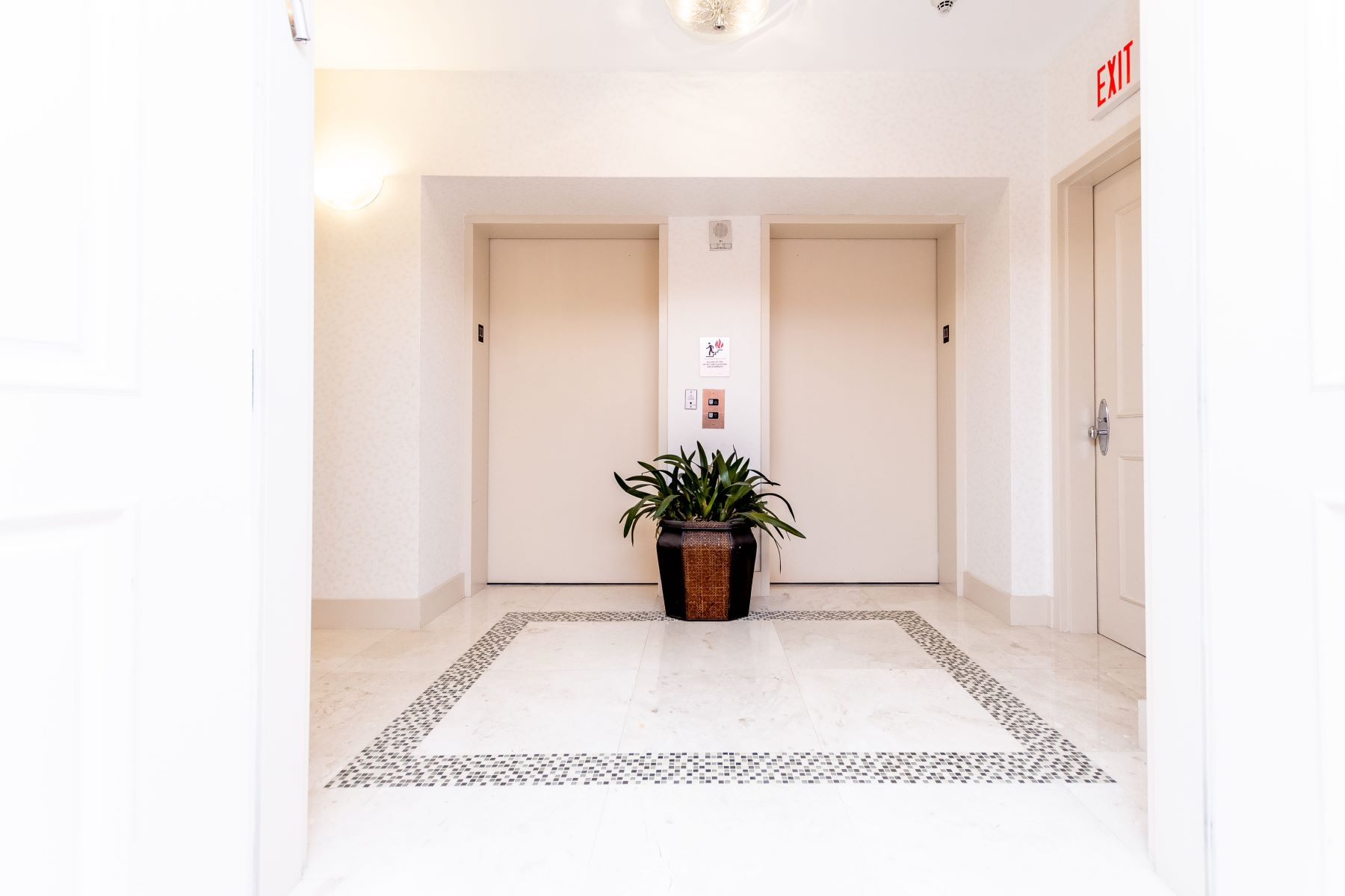 Condominiums for Sale at 3101 S Ocean Dr #1107 Hollywood, Florida 33019 United States