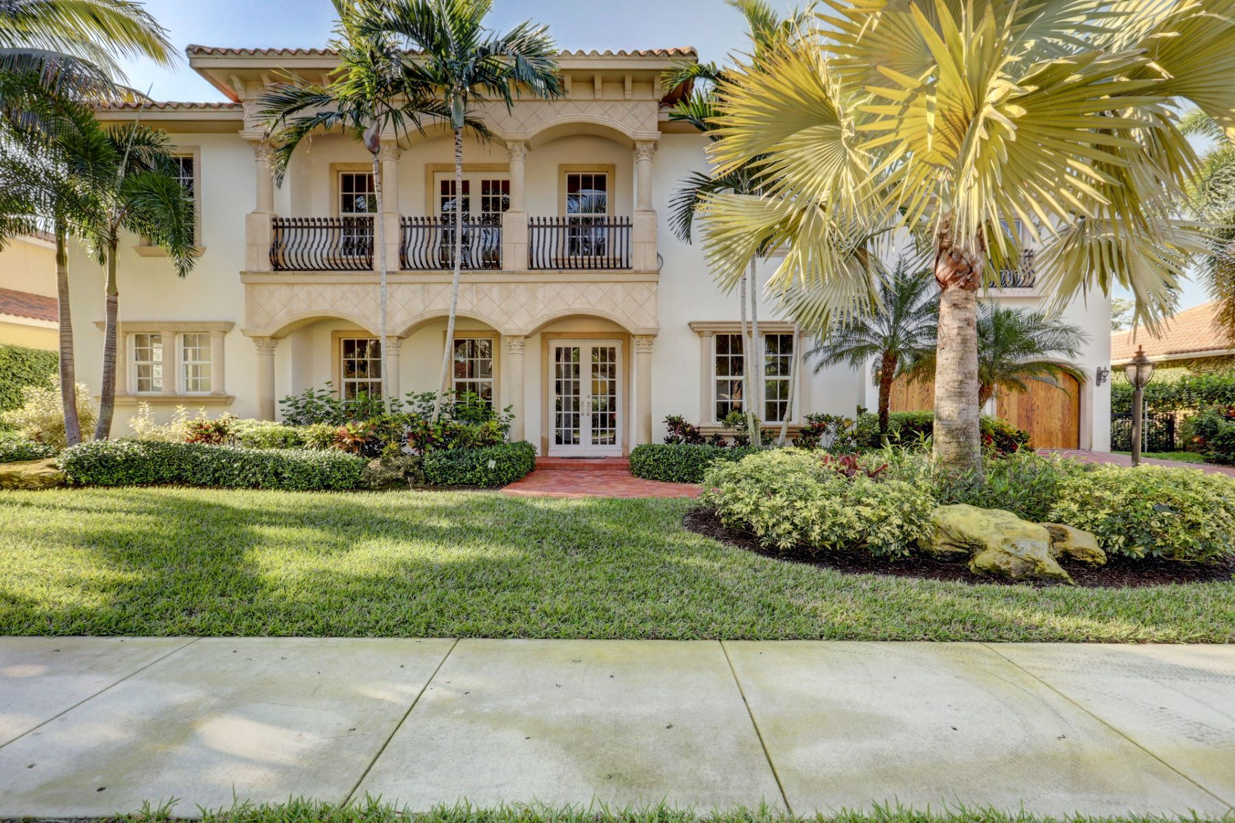 Single Family Homes for Sale at 108 Nativa Circle North Palm Beach, Florida 33410 United States