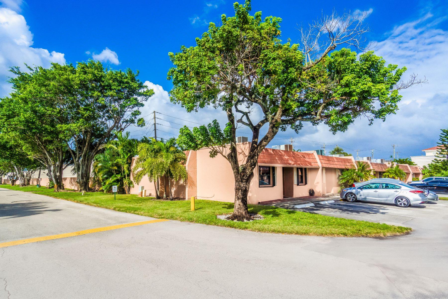 Condominiums por un Venta en 1 N Valencia Dr 1-37, Davie, Florida 33324 Estados Unidos