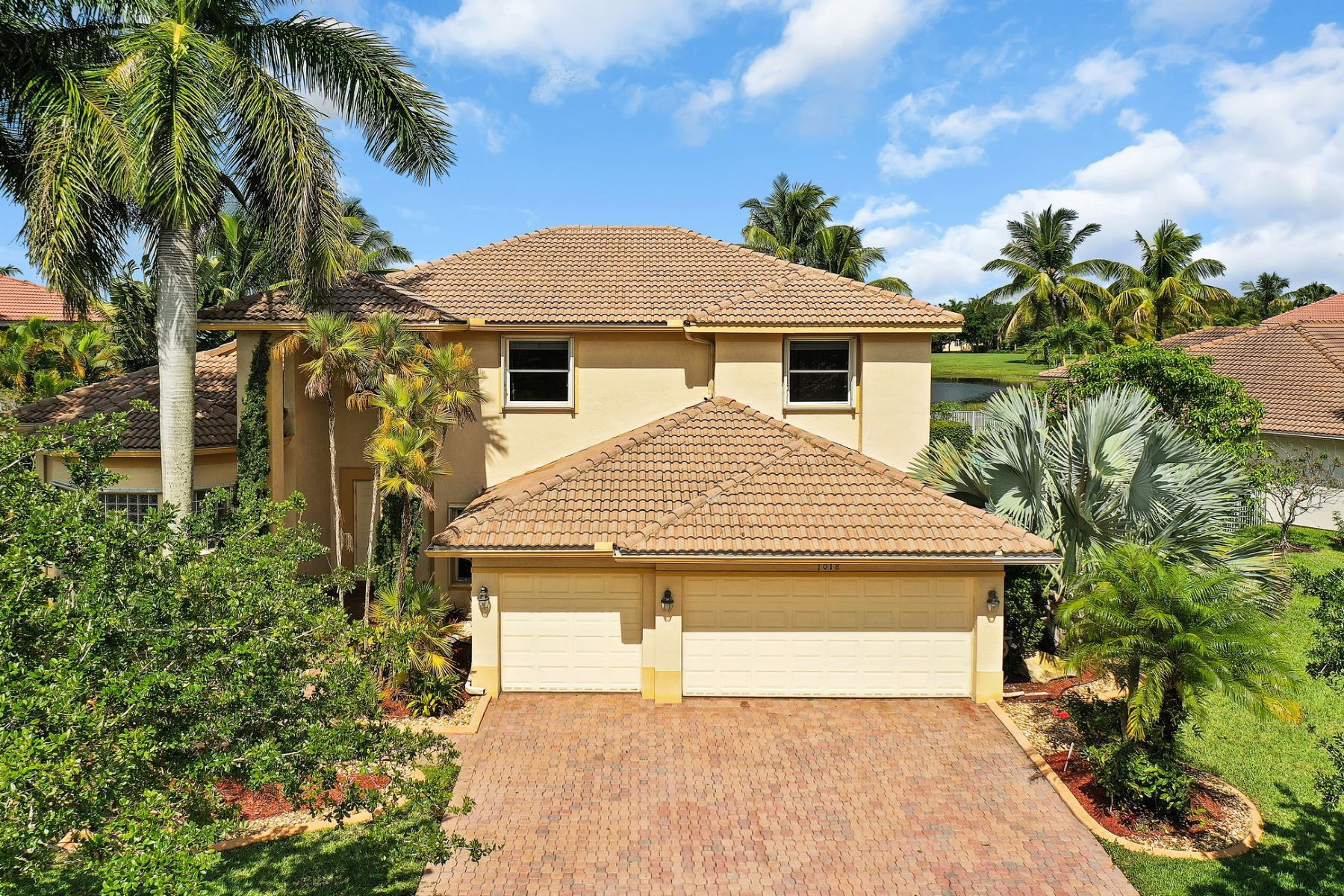 single family homes for Active at 1018 Waterside Cir Weston, Florida 33327 United States