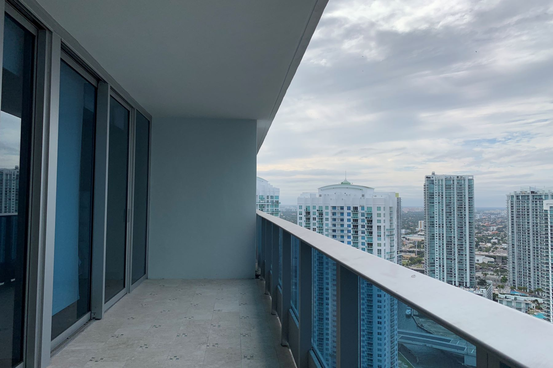 Condominium for Rent at 200 Biscayne Blvd Way 200 Biscayne Blvd Way 4212 Miami, Florida 33131 United States