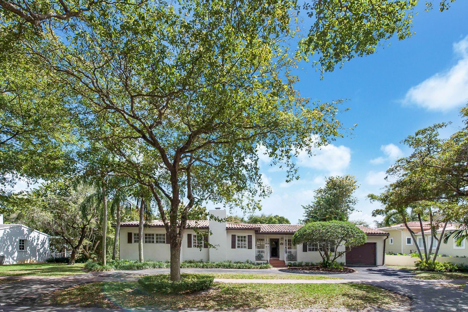 独户住宅 为 销售 在 1524 Zoreta Ave 科勒尔盖布尔斯, 佛罗里达州, 33146 美国