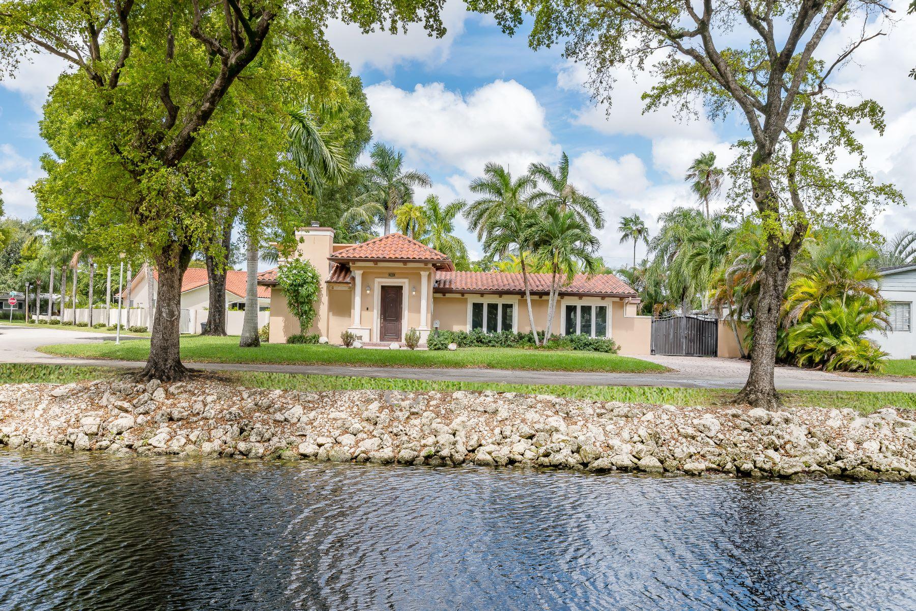 Single Family Homes por un Venta en Miami Springs, Florida 33166 Estados Unidos