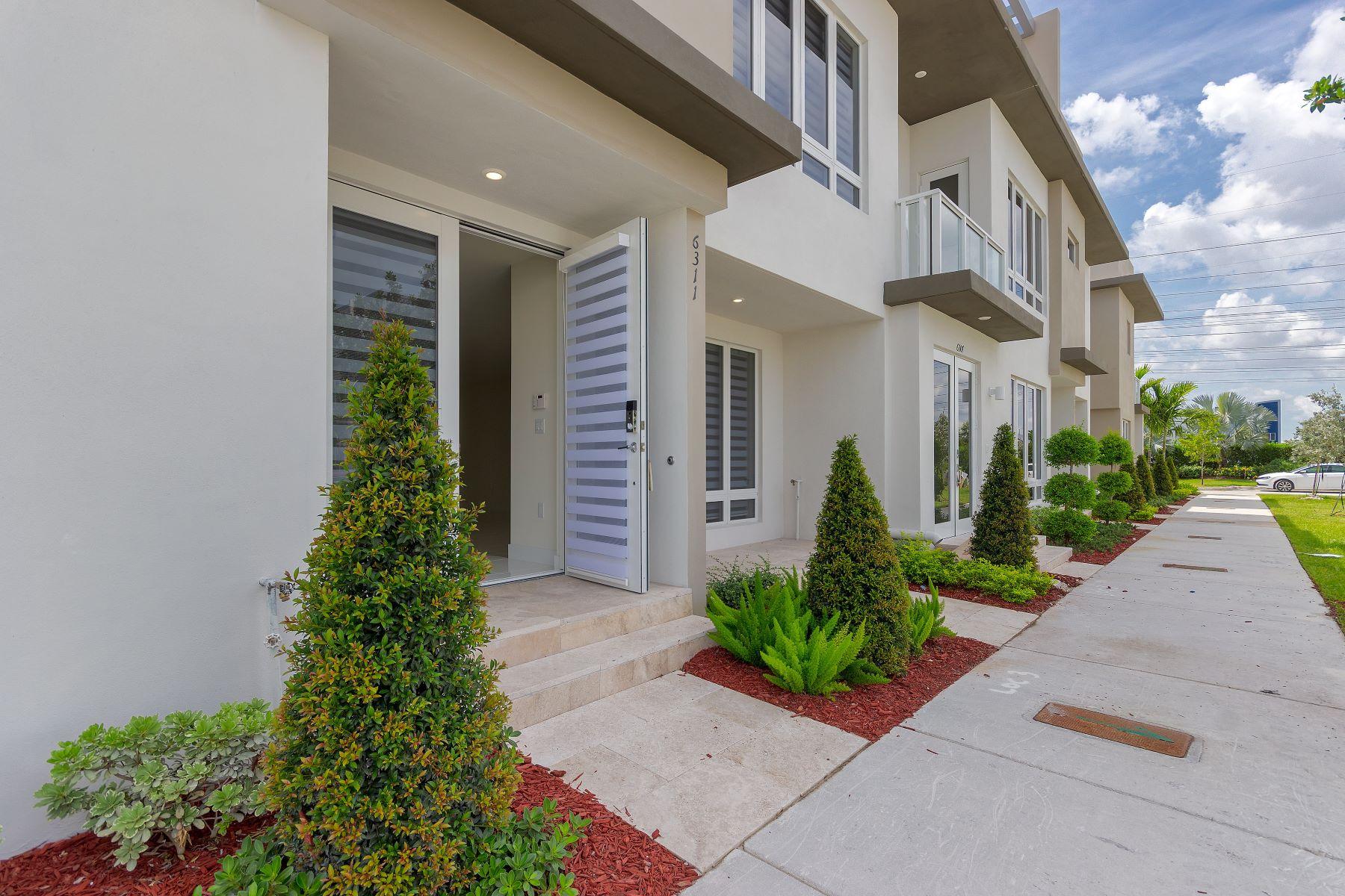 townhouses für Verkauf beim 6311 Nw 103rd Psge 6311, Doral, Florida 33178 Vereinigte Staaten