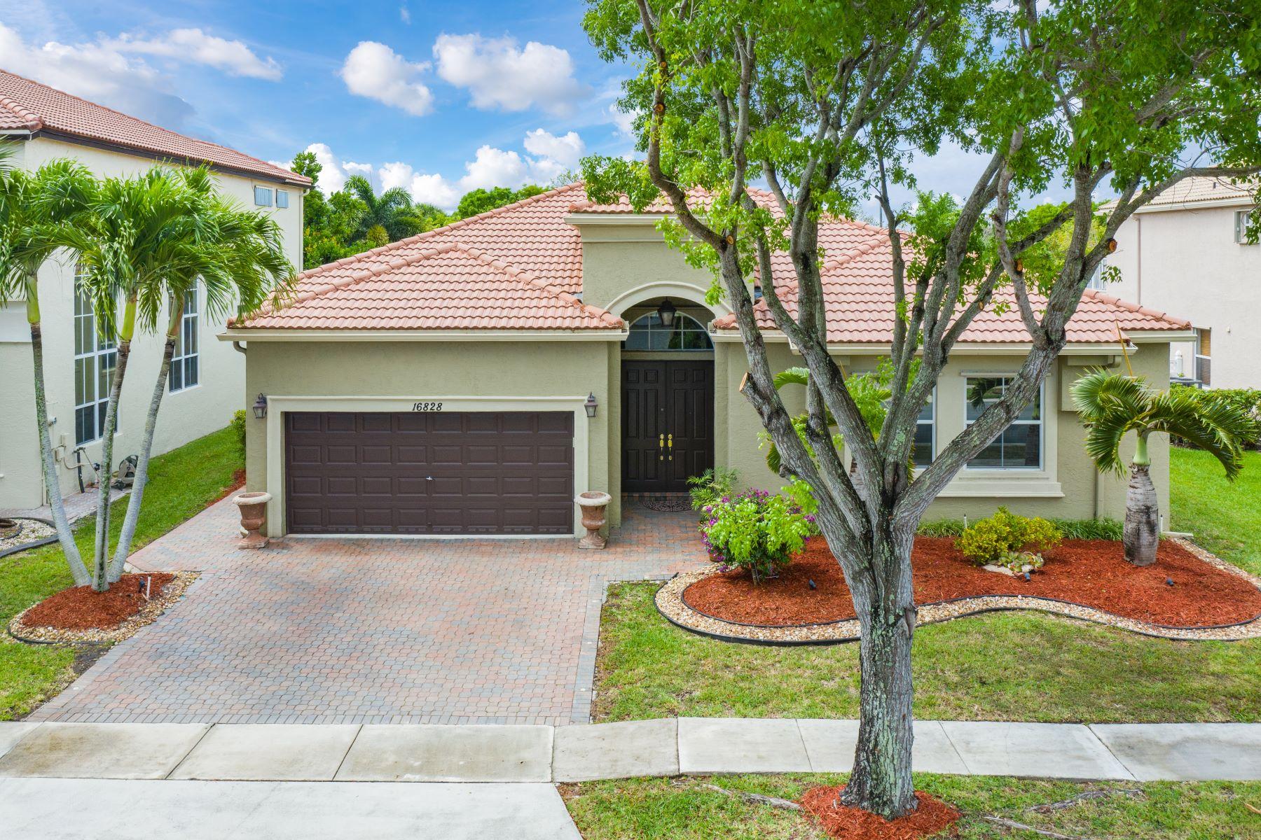 Single Family Homes por un Venta en Pembroke Pines, Florida 33027 Estados Unidos