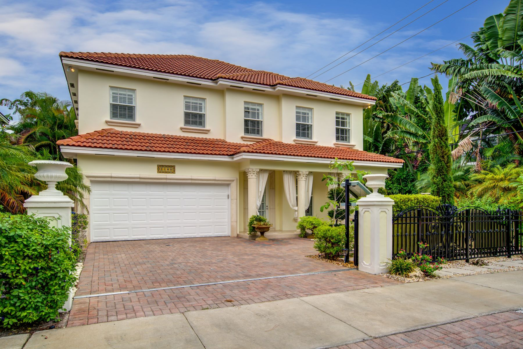 Single Family Home for Sale at 2108 Ne 1st Ave Wilton Manors, Florida 33305 United States