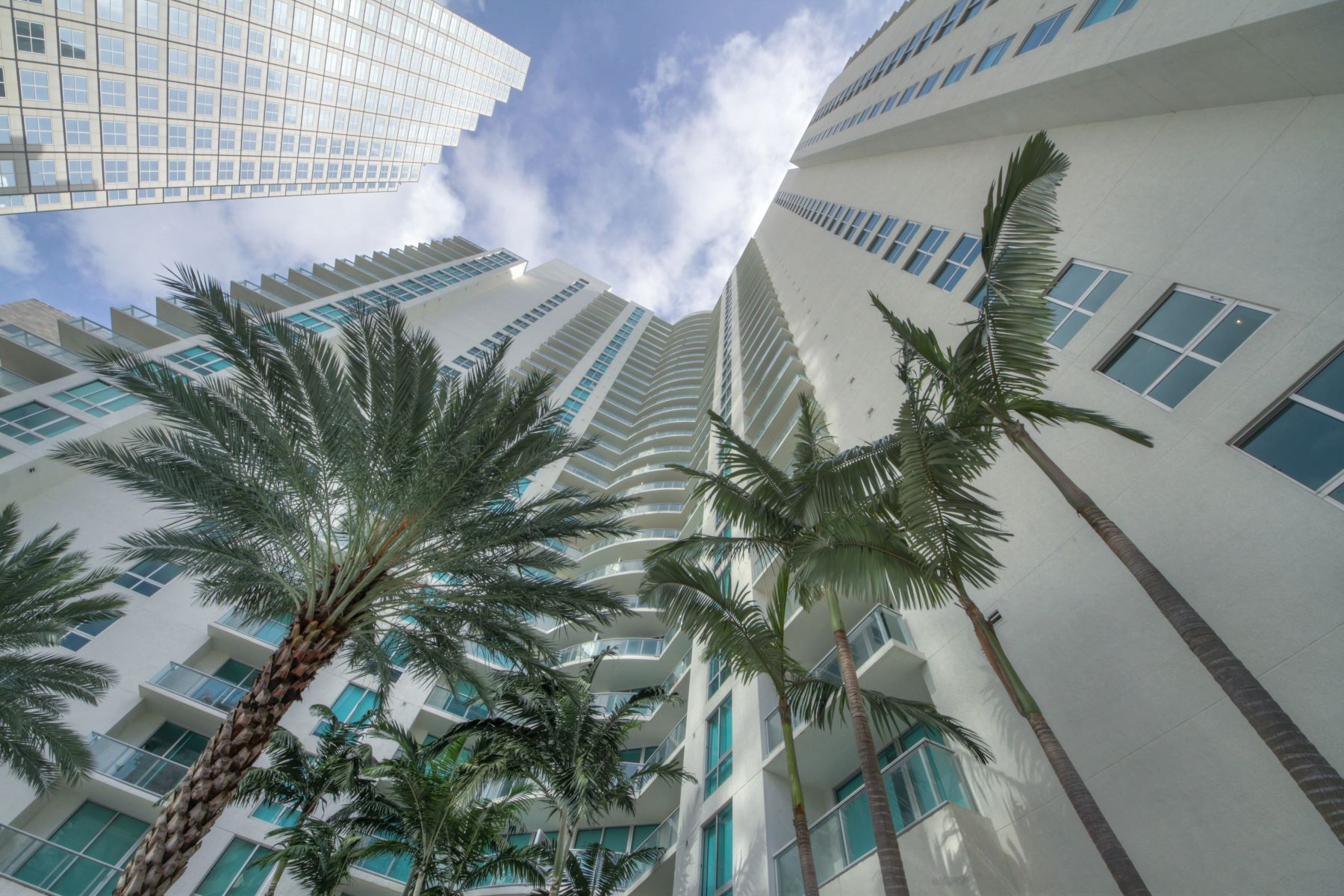Condominium for Sale at 300 S Biscayne Blvd #T-1704 300 S Biscayne Blvd T-1704 Miami, Florida, 33131 United States