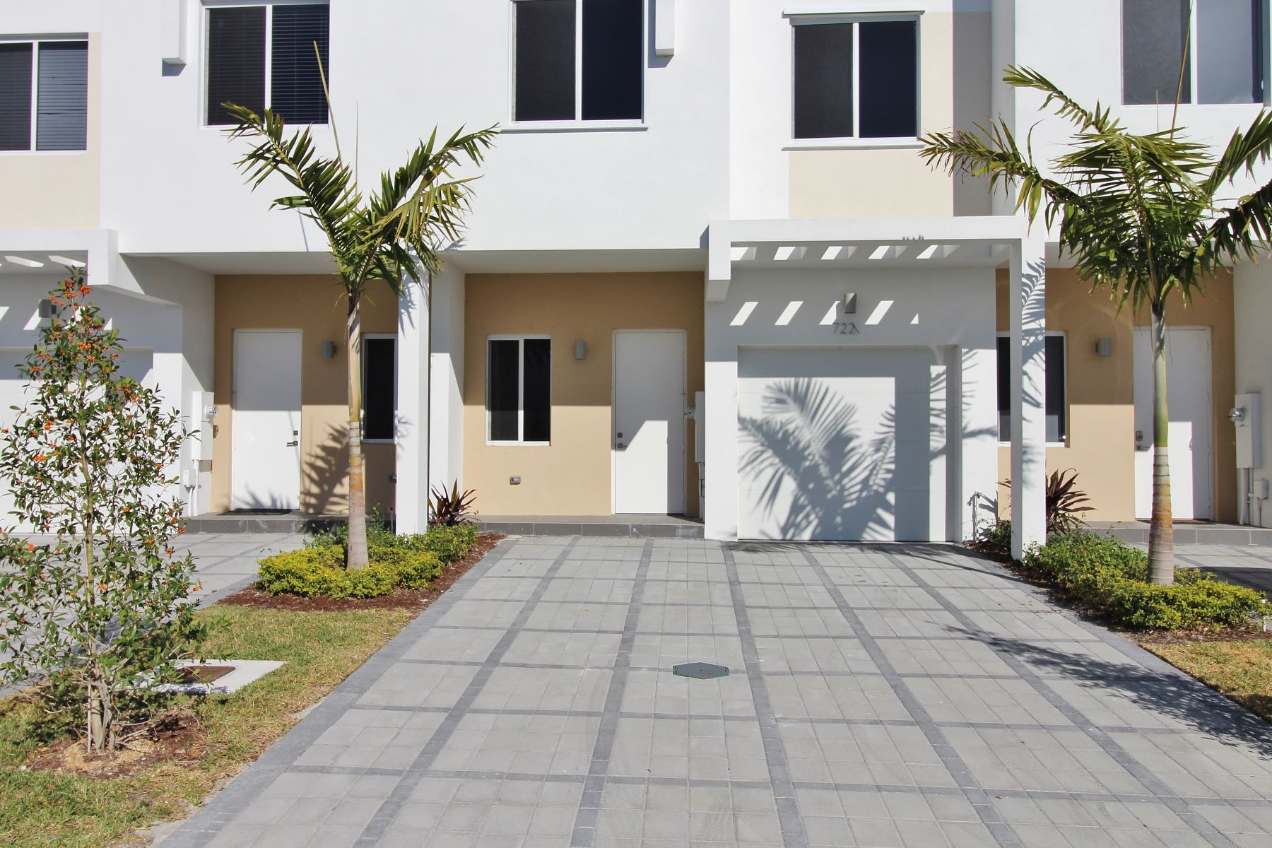 Townhouse for Sale at 7221 Nw 102nd Pl 7221 Nw 102nd Pl Miami, Florida 33178 United States