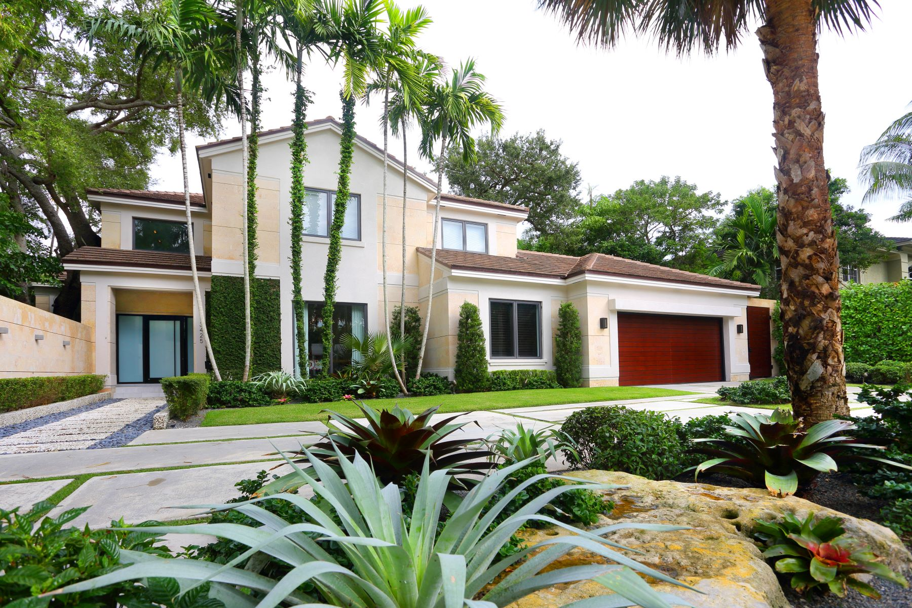 Single Family Home for Sale at 3425 N Moorings Way Coconut Grove, Florida, 33133 United States