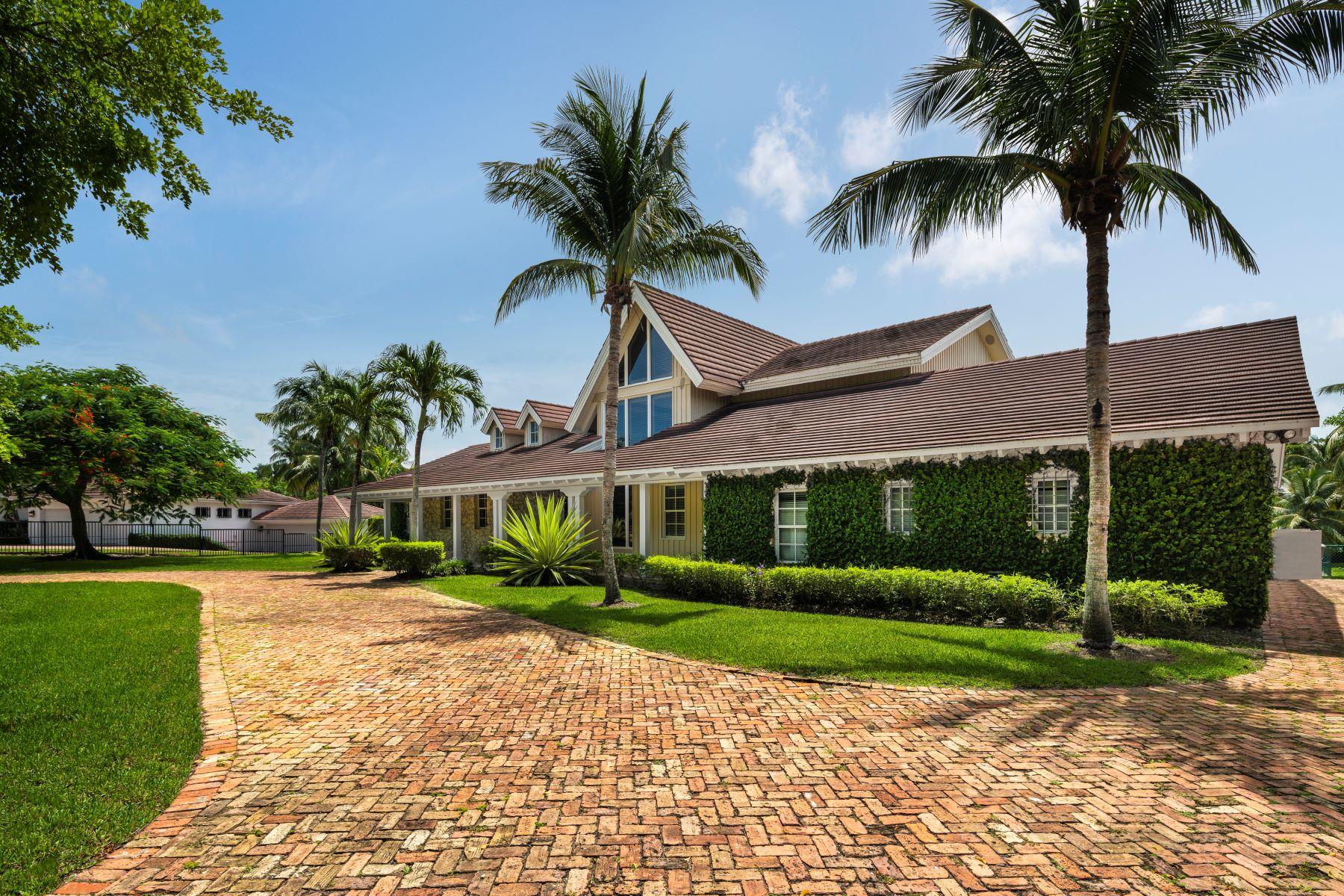 Single Family Homes para Venda às Coral Gables, Florida 33143 Estados Unidos