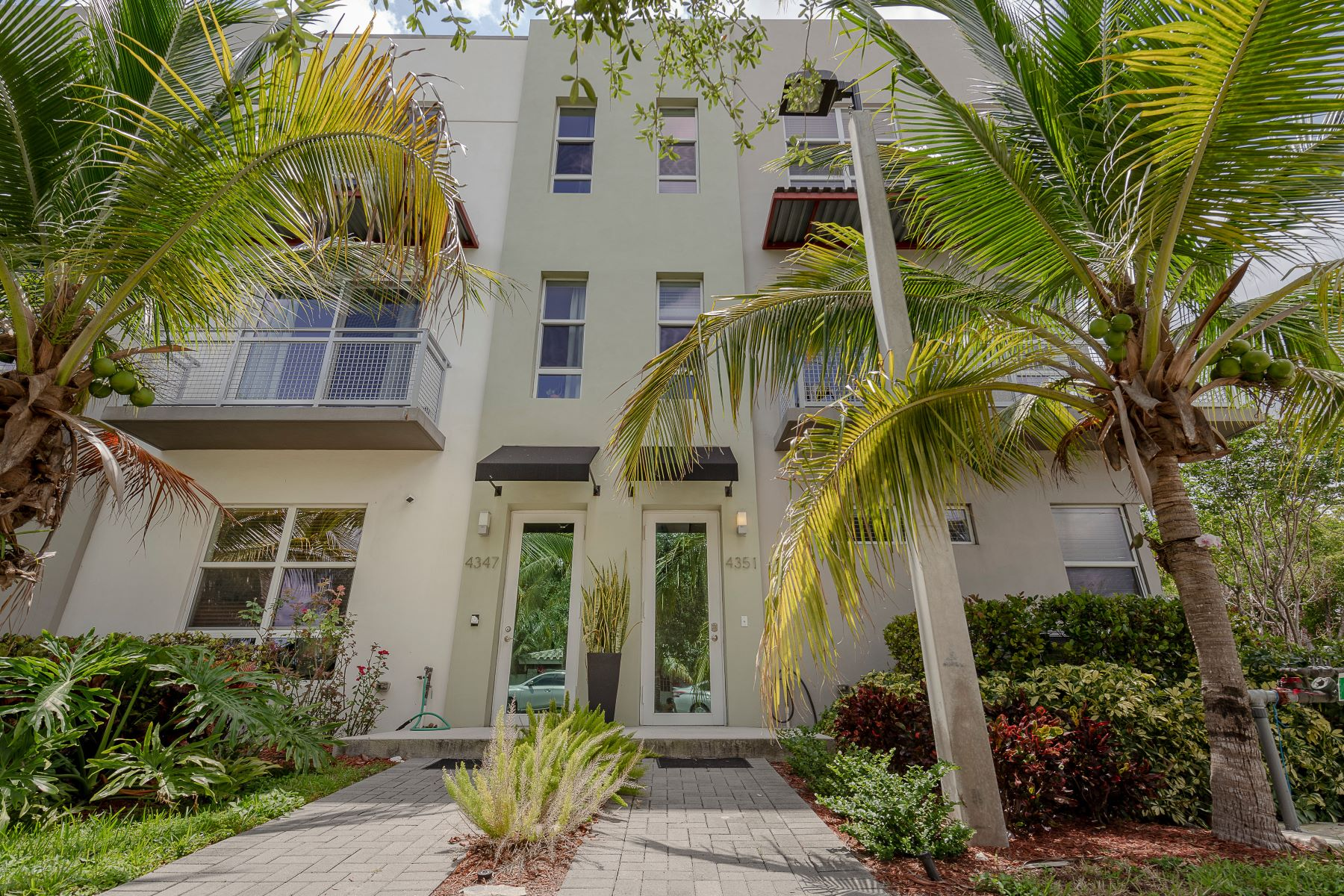 townhouses for Sale at 4351 Ne 1st Ter Oakland Park, Florida 33334 United States
