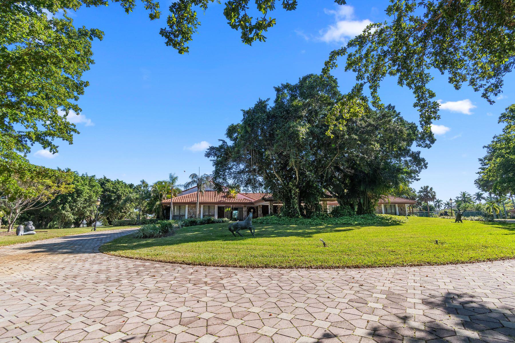 Single Family Homes 为 销售 在 16200 Saddle Club Rd 韦斯顿, 佛罗里达州 33326 美国