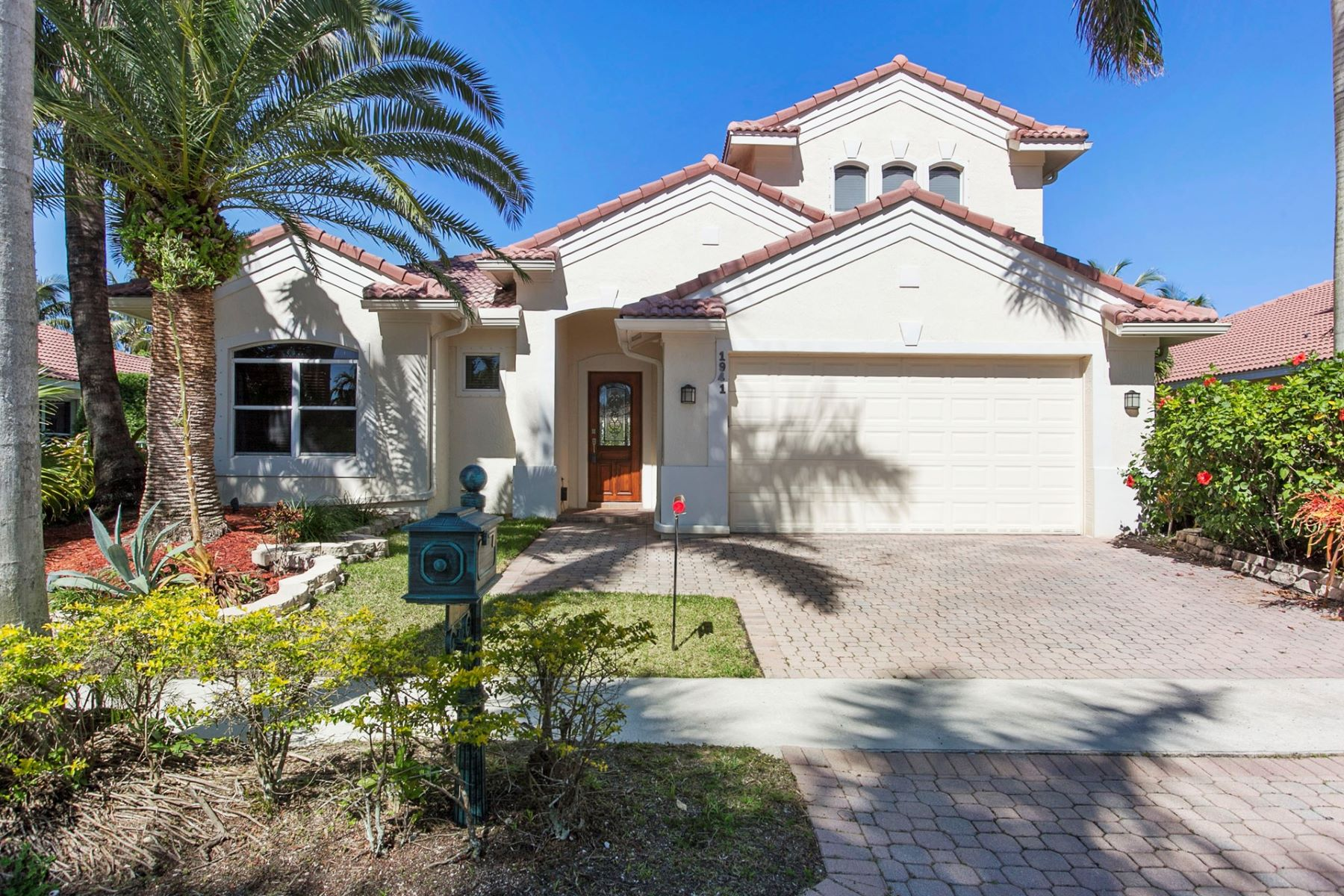 Single Family Home for Rent at 1941 Harbor View Cir 1941 Harbor View Cir Weston, Florida 33327 United States