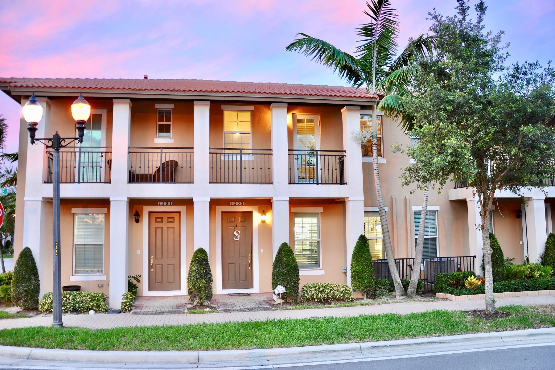 townhouses for Sale at 1505 Sw 147th Ave Pembroke Pines, Florida 33027 United States