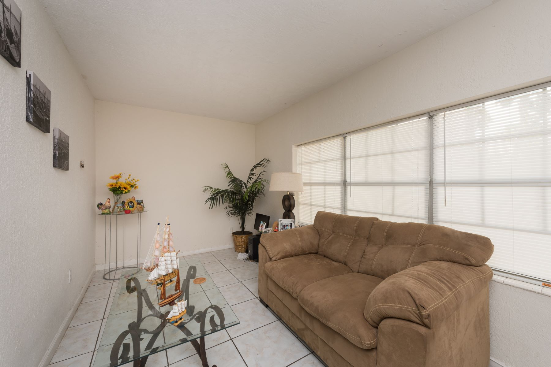 Condominium for Rent at 1855 Ne 121st St 1855 Ne 121st St 7 North Miami, Florida 33181 United States
