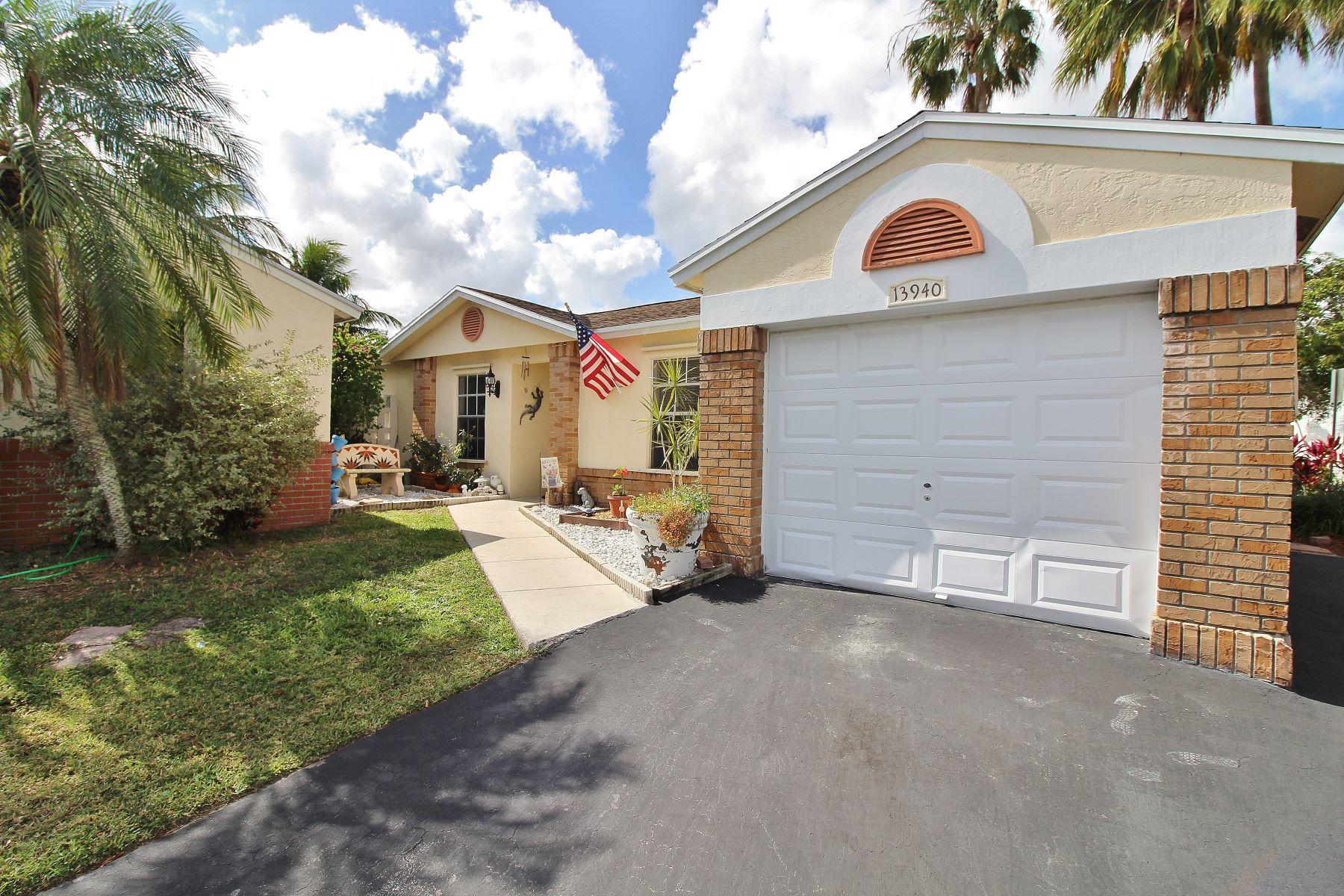 Maison unifamiliale pour l à vendre à 13940 Langley Pl Davie, Florida, 33325 États-Unis