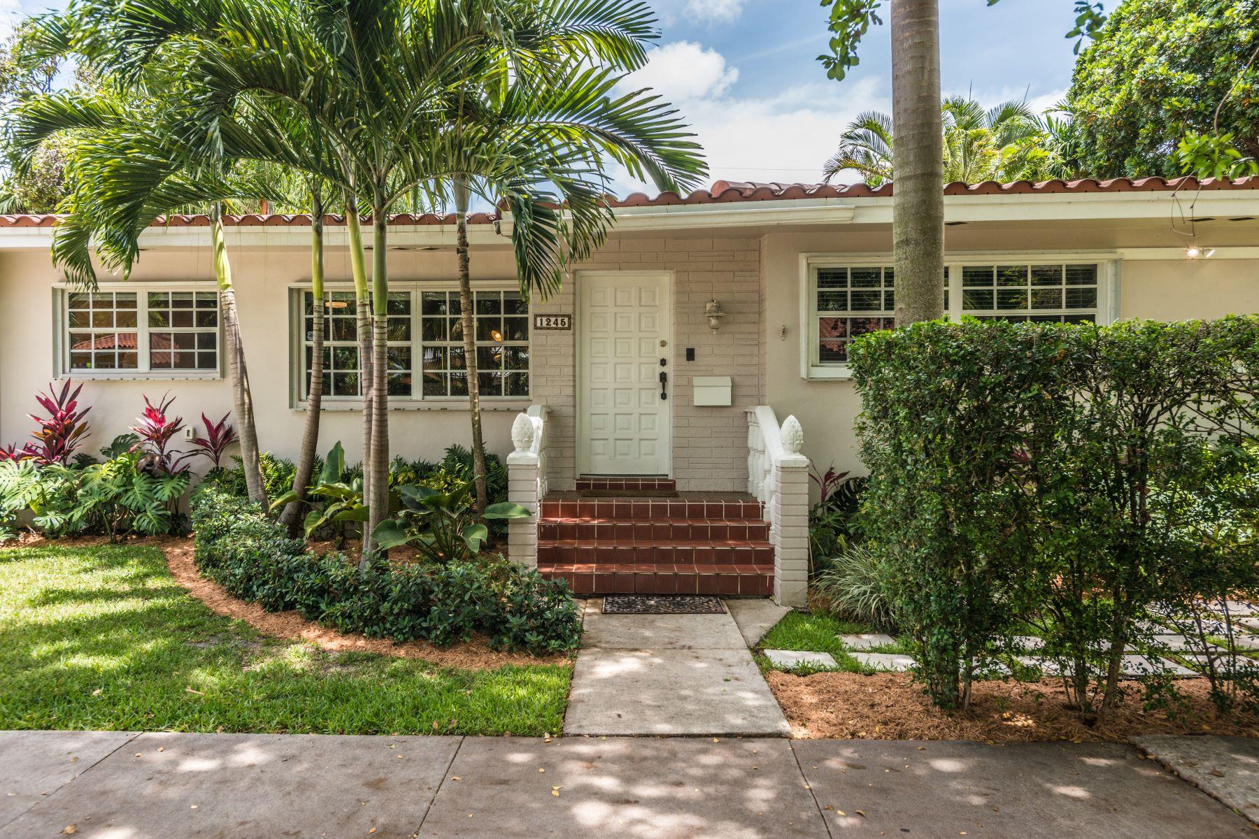 단독 가정 주택 용 매매 에 1245 Ortega Ave Coral Gables, 플로리다, 33134 미국