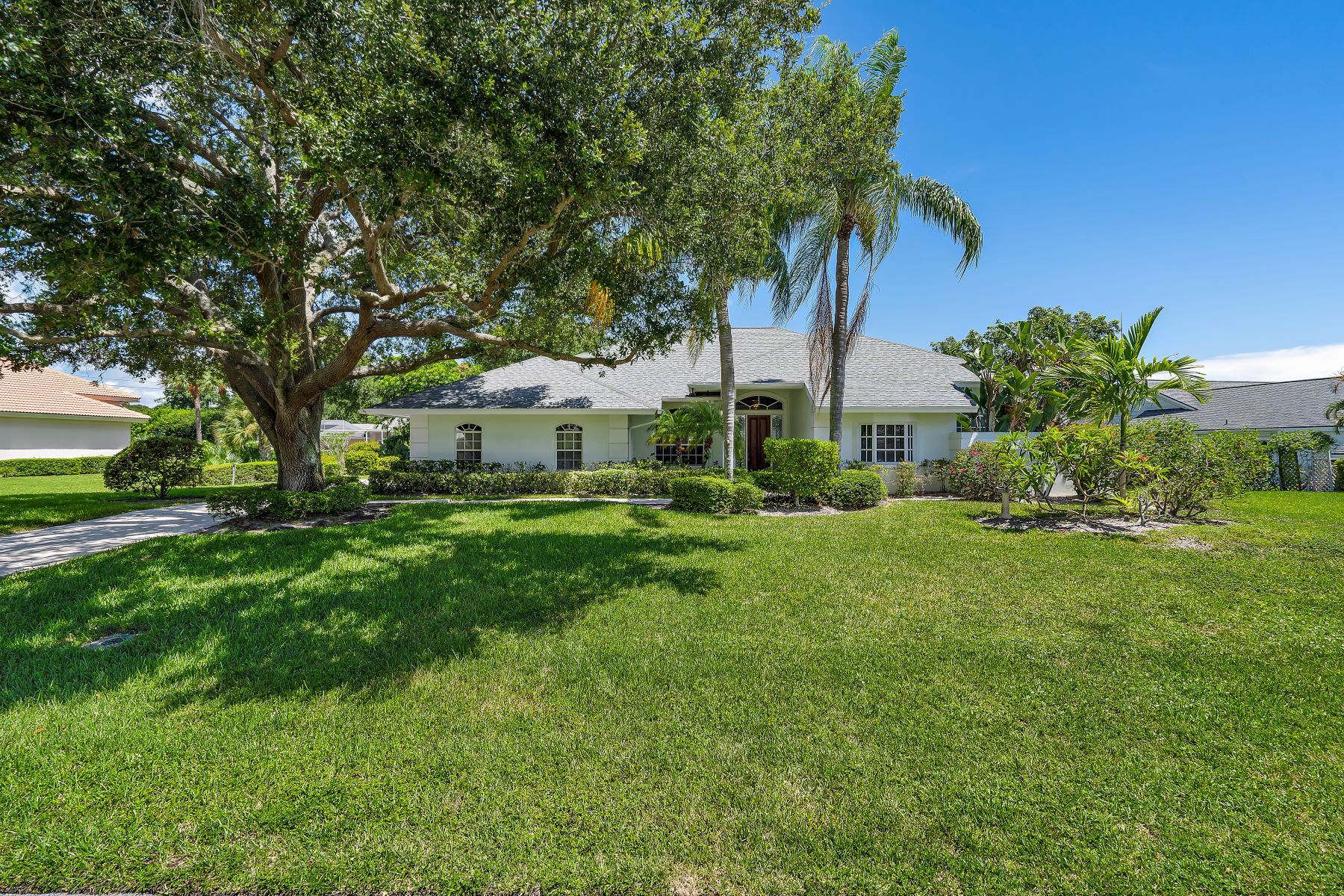 Single Family Homes for Sale at 117 Se Turtle Creek Dr Tequesta, Florida 33469 United States