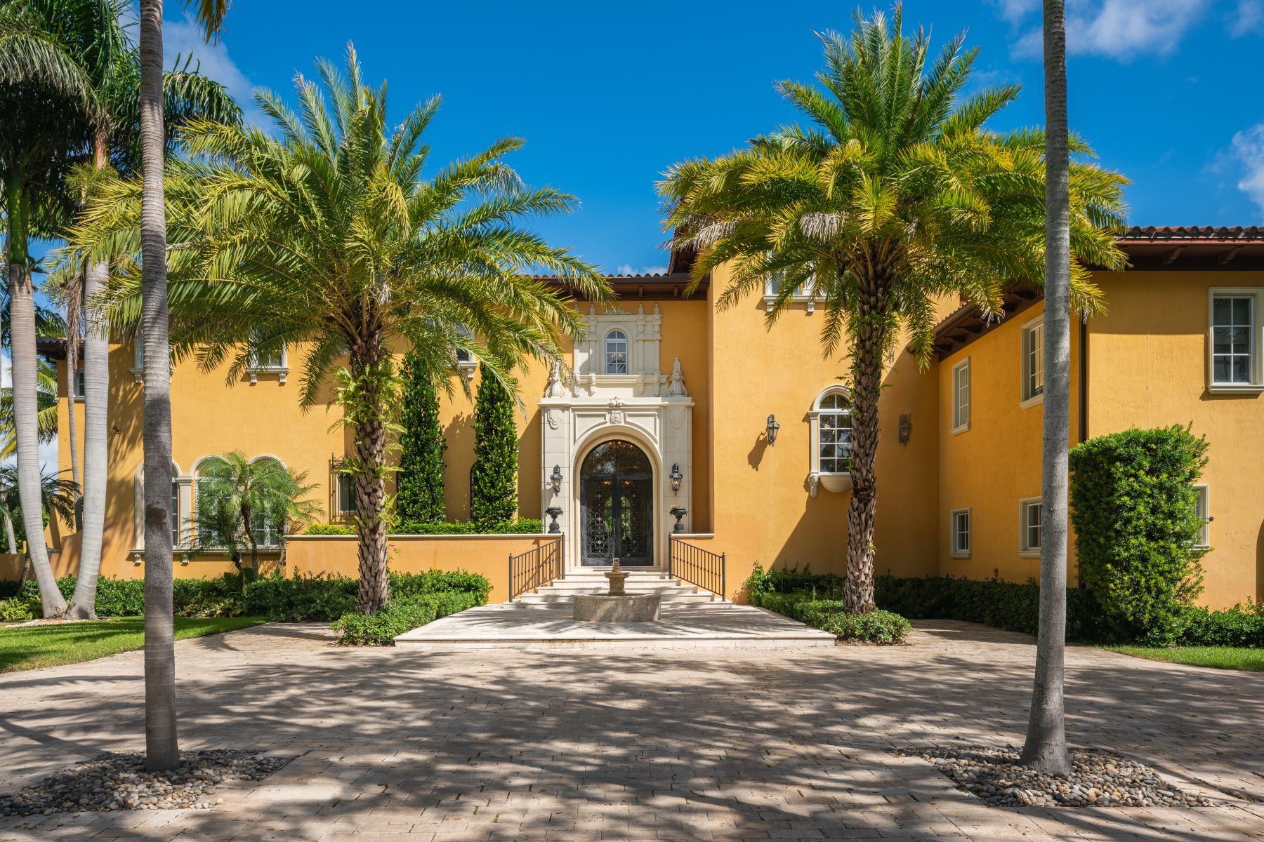Single Family Homes for Sale at 365 Arvida Pkwy Coral Gables, Florida 33156 United States