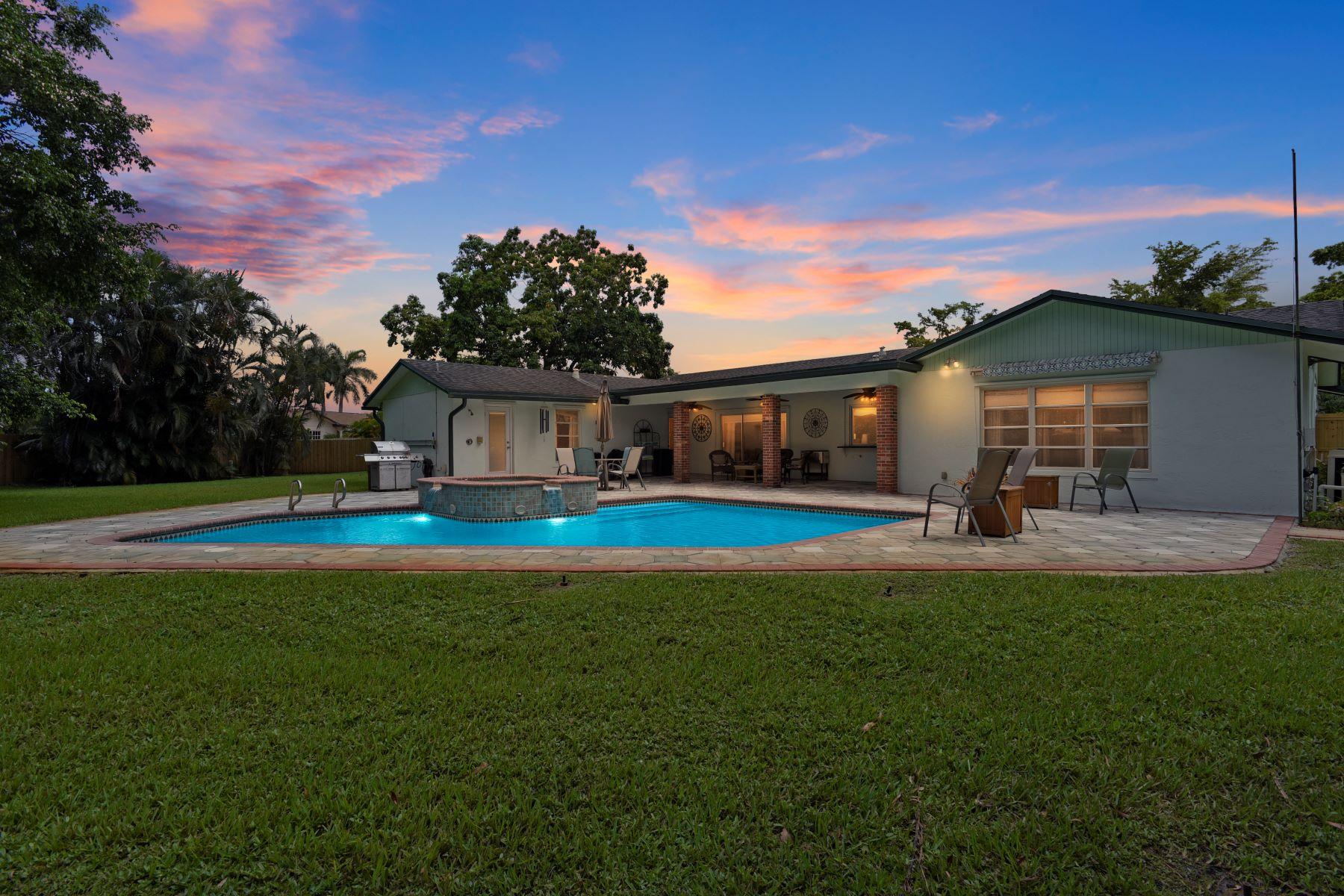 Maison unifamiliale pour l Vente à 1200 Sw 70th Ave 1200 Sw 70th Ave Plantation, Florida 33317 États-Unis