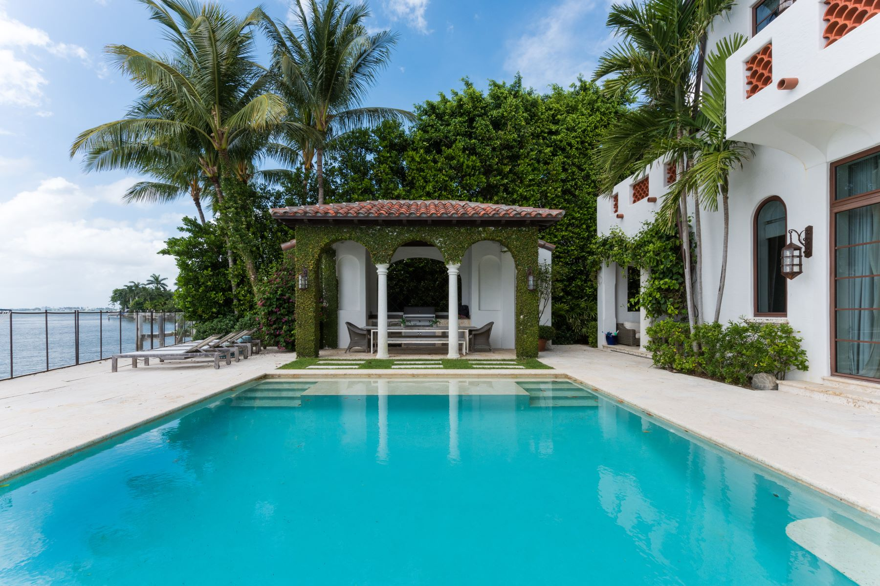 Additional photo for property listing at 4412 N Bay Rd 4412 N Bay Rd Miami Beach, Florida 33140 United States