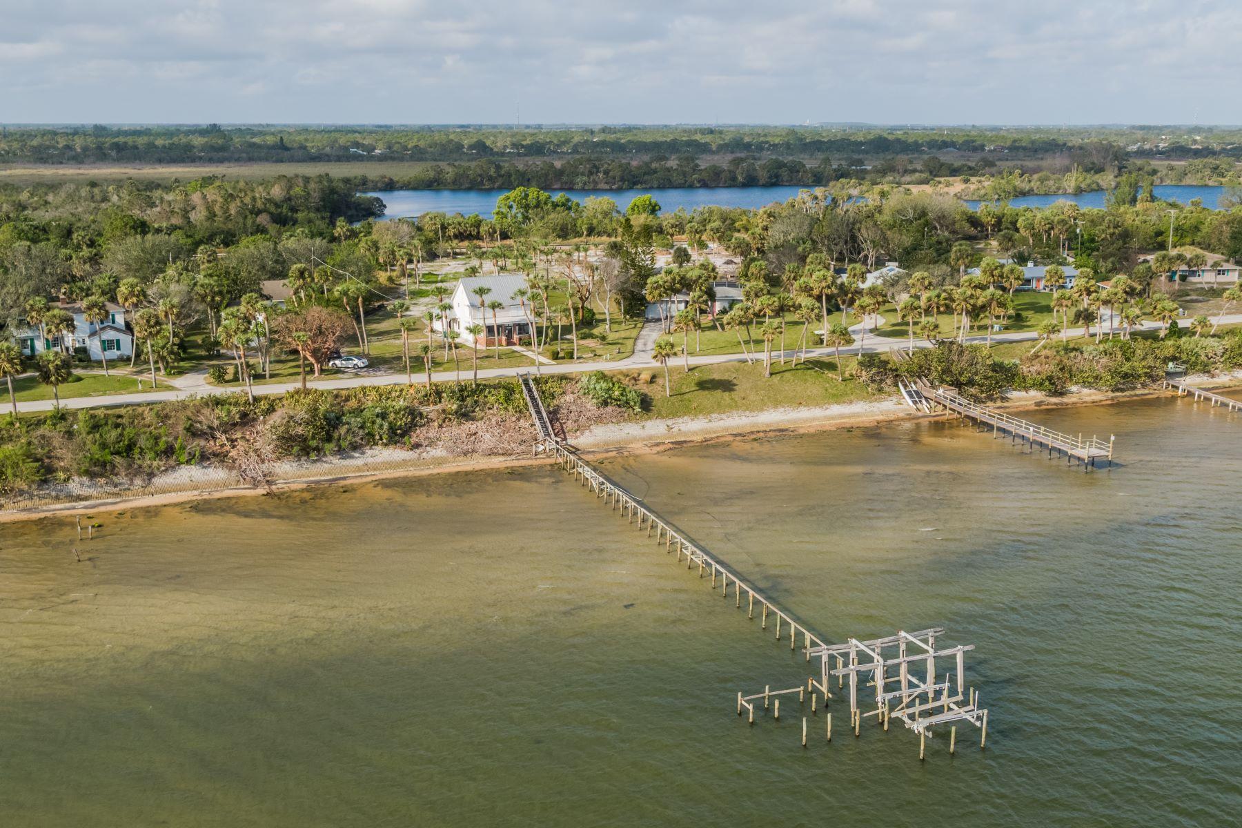 Casa Unifamiliar por un Venta en 5300 S Indian River Drive Fort Pierce, Florida, 34982 Estados Unidos