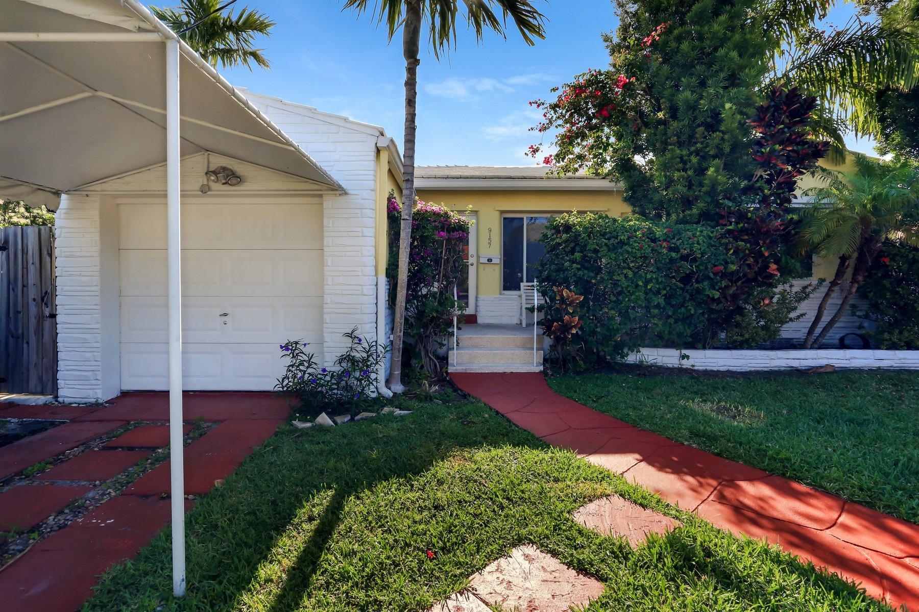 واحد منزل الأسرة للـ Sale في 9157 Dickens Av 9157 Dickens Av Surfside, Florida 33154 United States