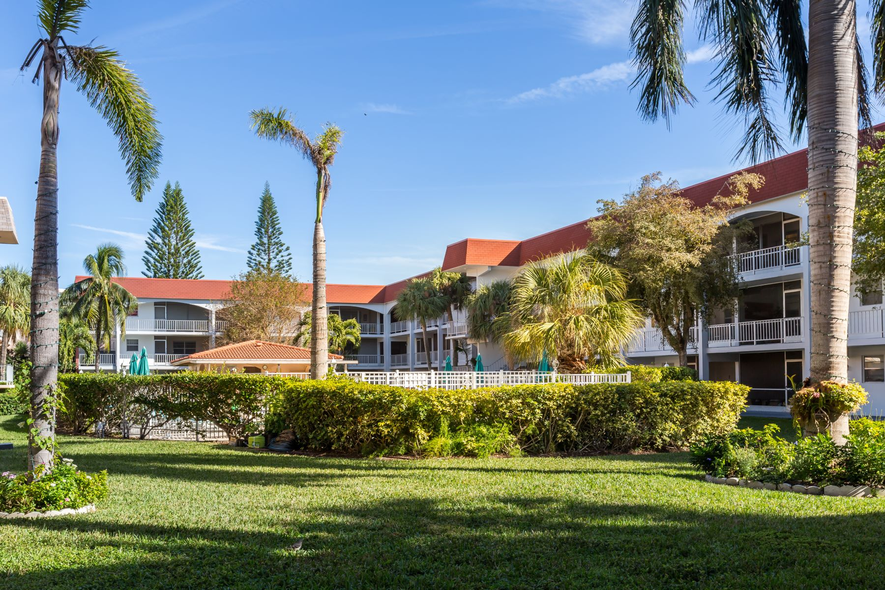 Casa para uma família para Venda às 581 Blue Heron Dr 581 Blue Heron Dr 106, Hallandale, Florida, 33009 Estados Unidos