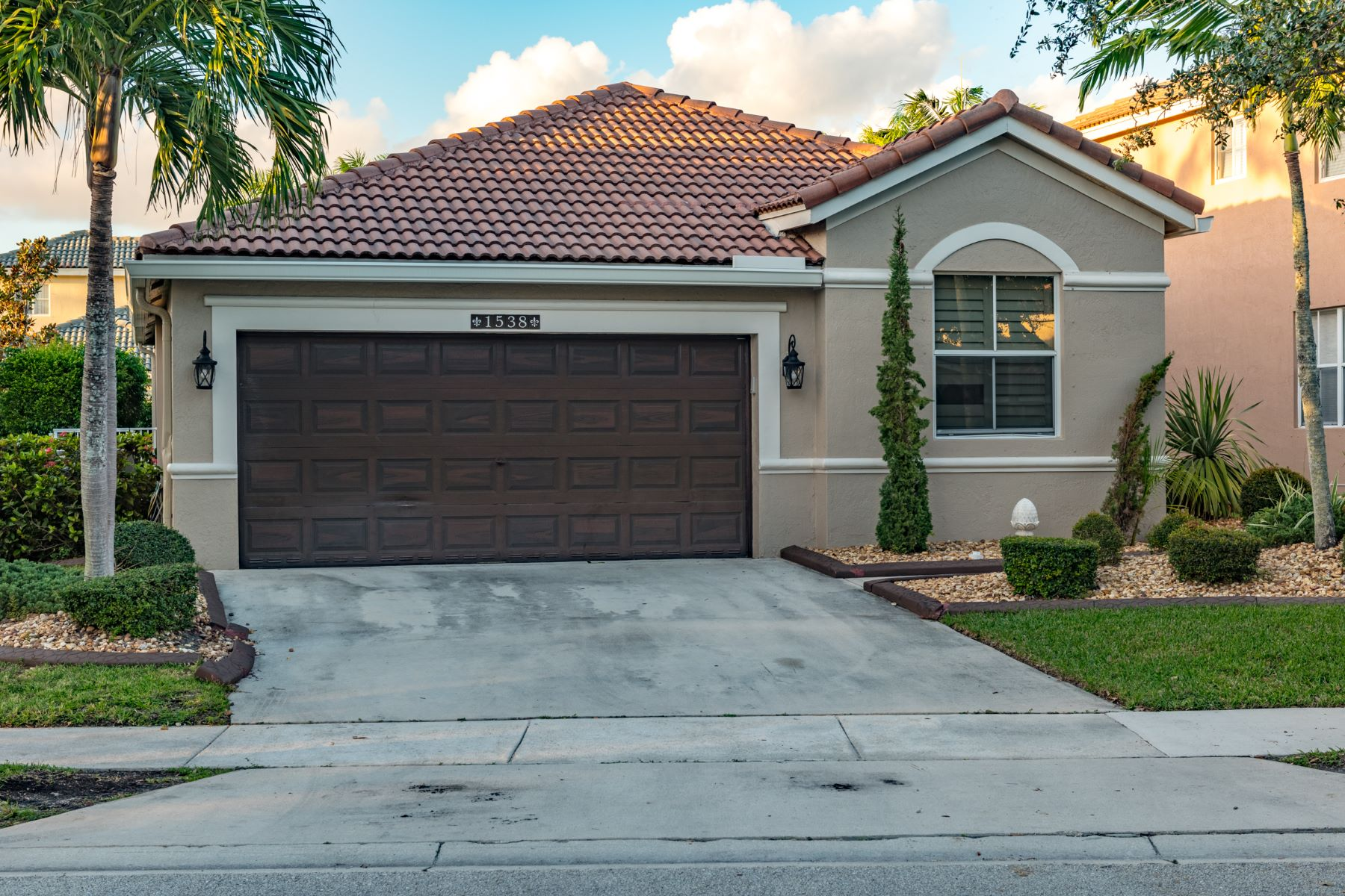 Single Family Home for Rent at 1538 Winterberry Ln 1538 Winterberry Ln Weston, Florida 33327 United States