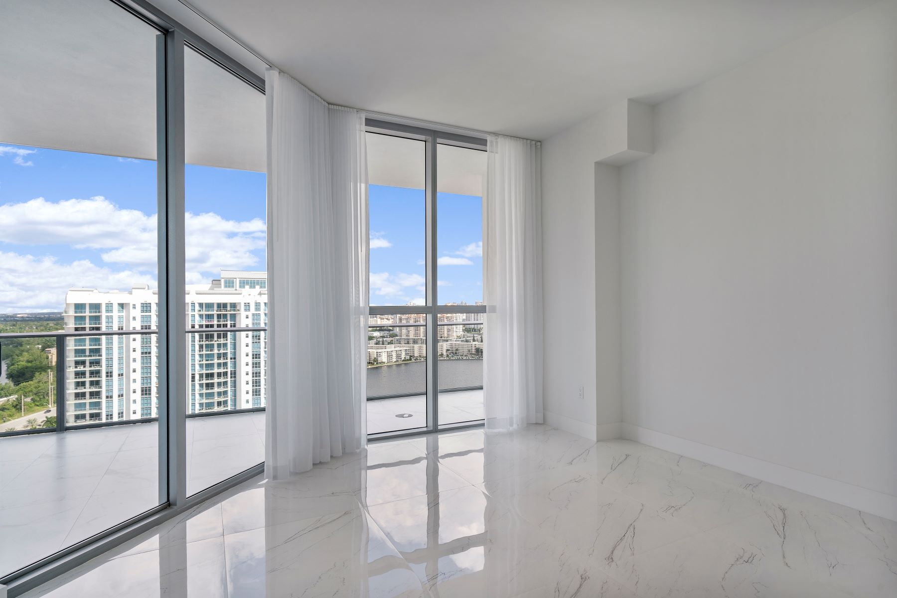 Condominiums for Sale at 17111 Biscayne Blvd PH5 North Miami Beach, Florida 33160 United States