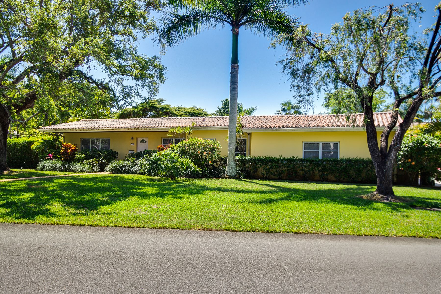 Single Family Home for Sale at 7000 Sw 94th St Pinecrest, Florida, 33156 United States