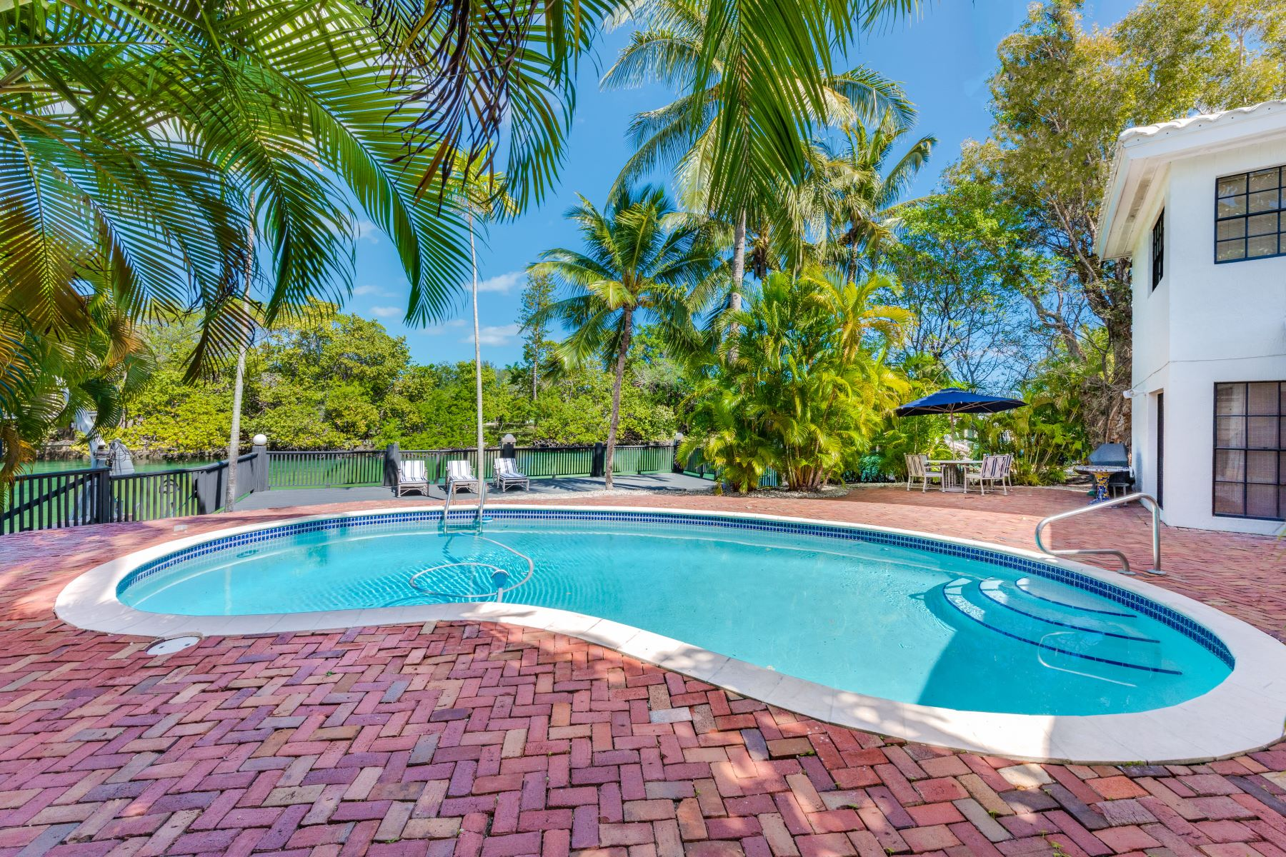 Single Family Home for Sale at 3172 N BAY RD Miami Beach, Florida, 33140 United States