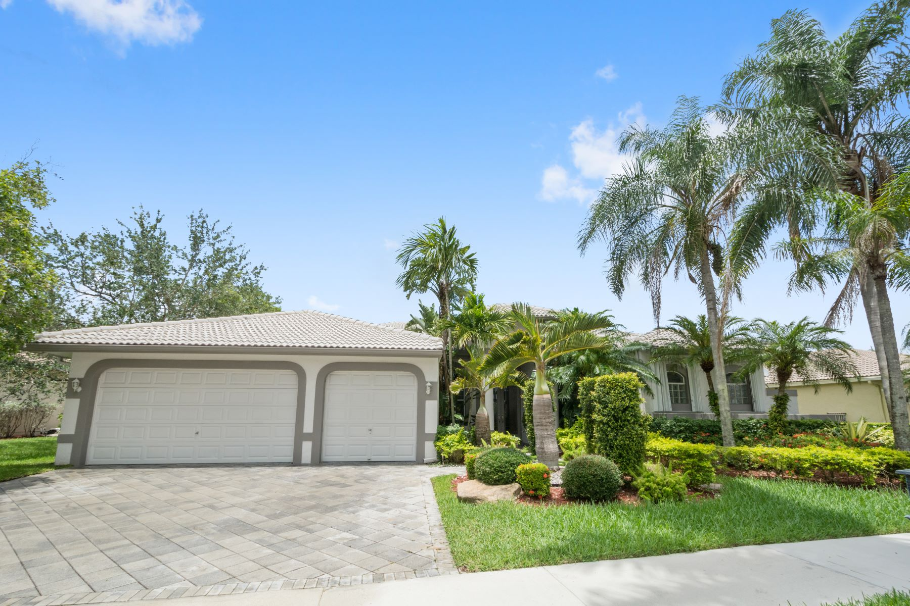 Single Family Homes for Sale at 2536 Eagle Run Dr Weston, Florida 33327 United States
